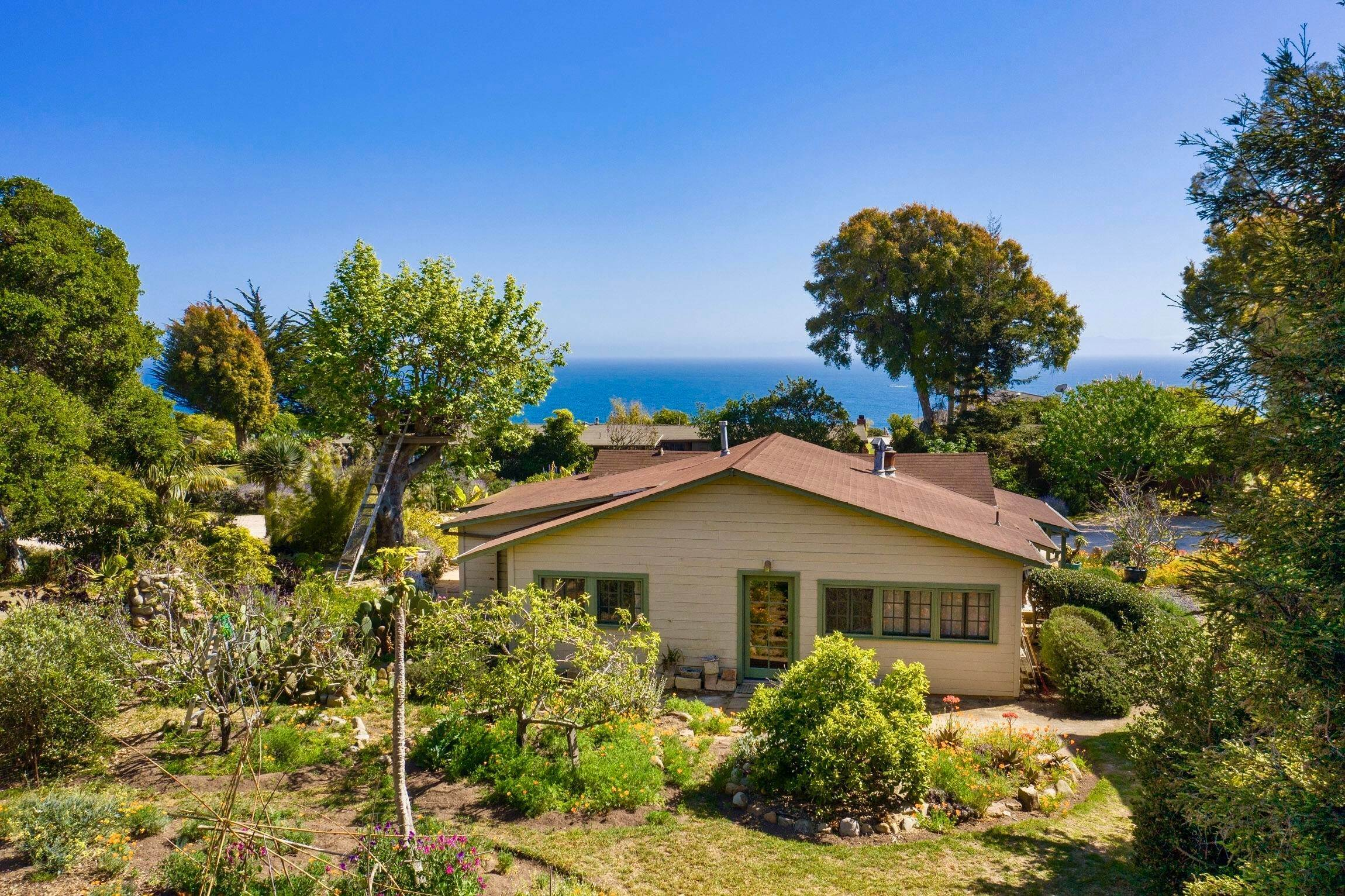 6. Estate for Sale at 101 Mesa Lane ''Beach Compound'' Santa Barbara, California 93109 United States
