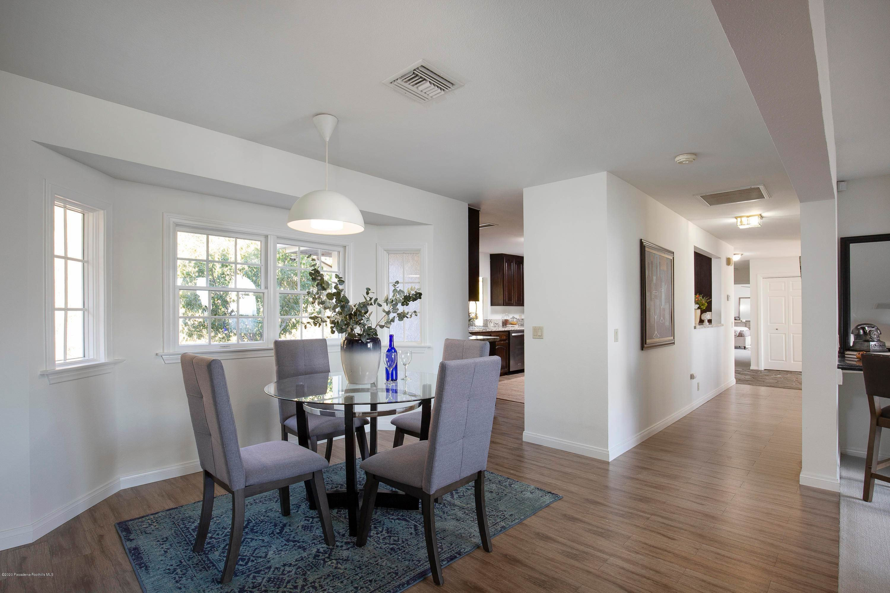 27. Single Family Homes for Sale at 1580 Glen Oaks Boulevard Pasadena, California 91105 United States