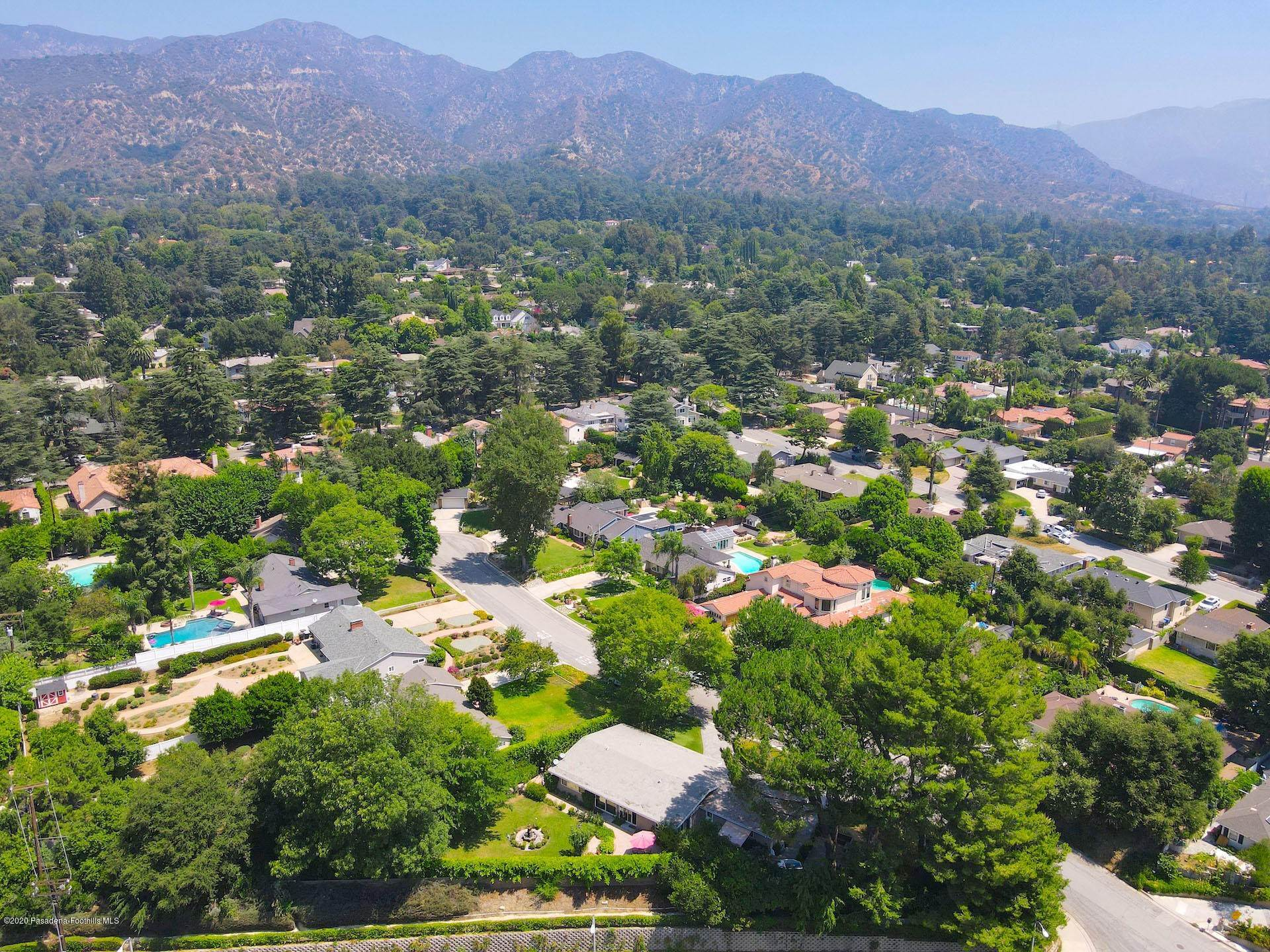 42. Single Family Homes for Sale at 4519 Littleton Place La Canada Flintridge, California 91011 United States