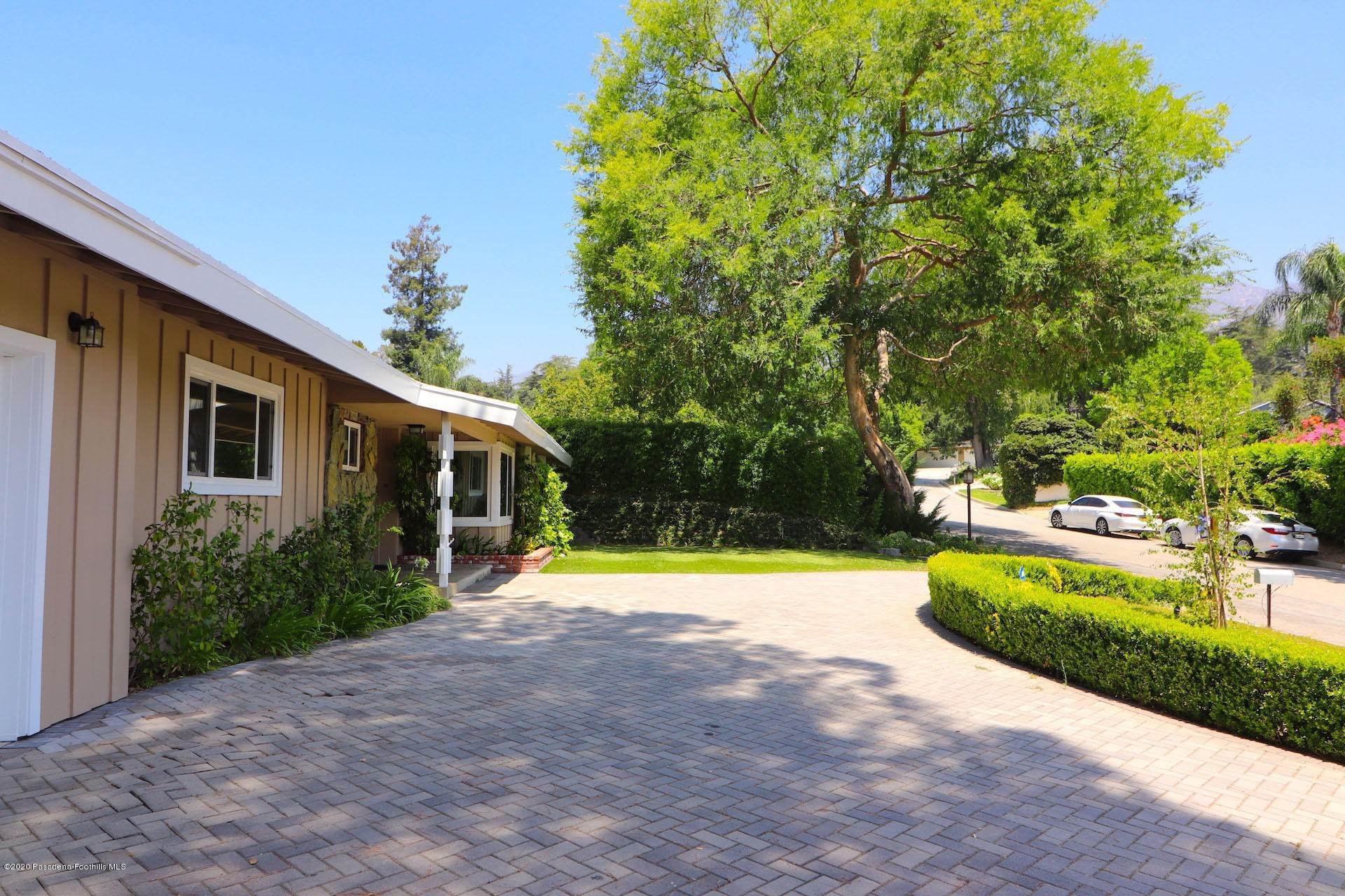 4. Single Family Homes for Sale at 4519 Littleton Place La Canada Flintridge, California 91011 United States