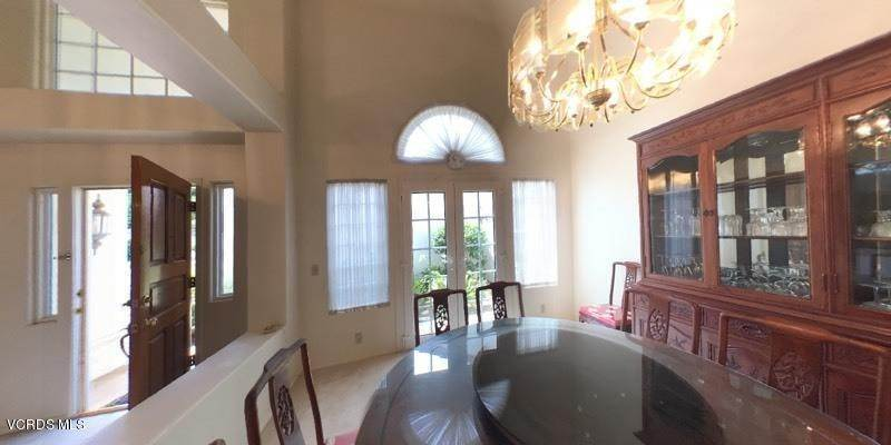 17. Single Family Homes for Sale at 545 Country View Place Camarillo, California 93010 United States