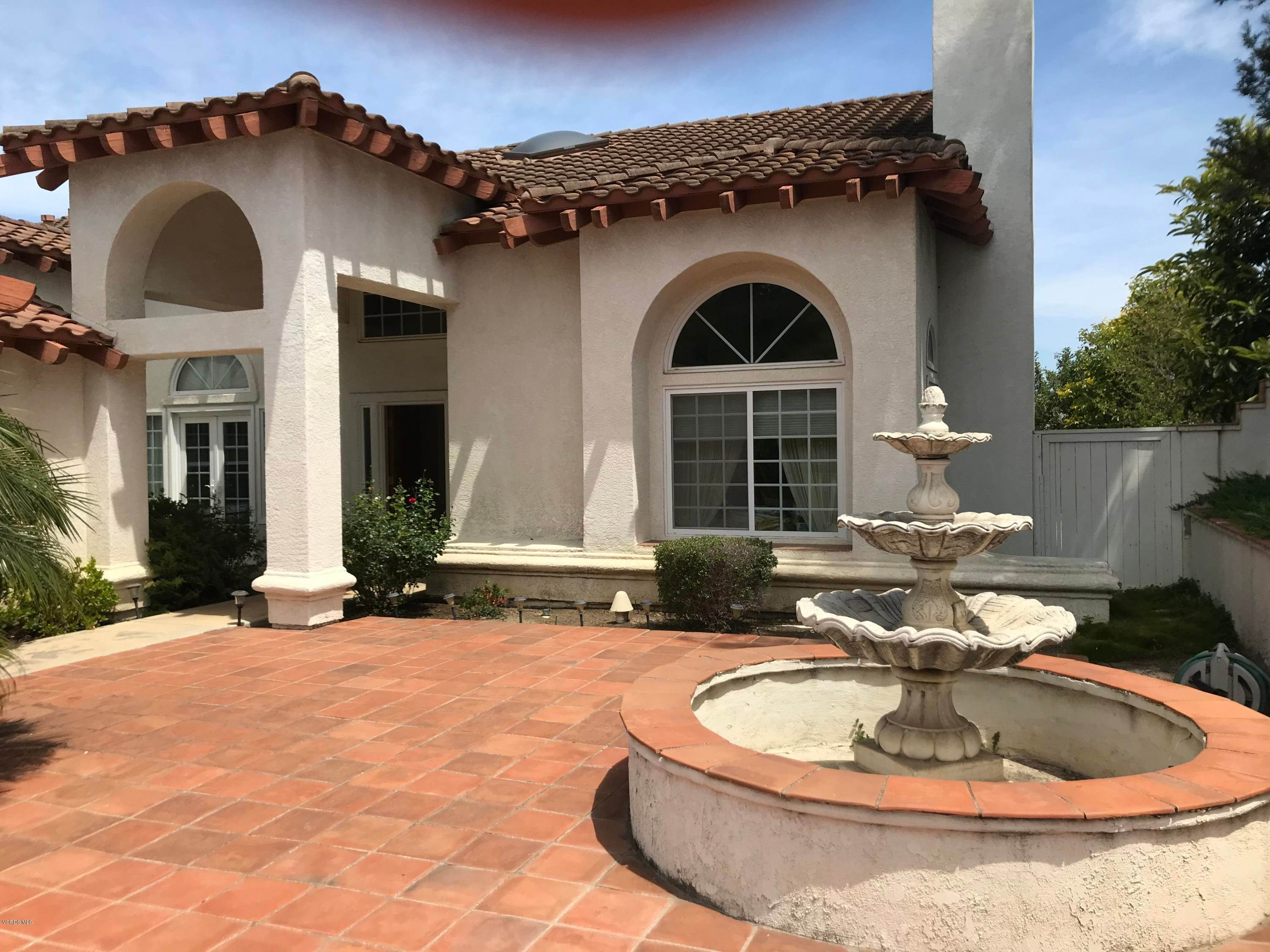 12. Single Family Homes for Sale at 545 Country View Place Camarillo, California 93010 United States