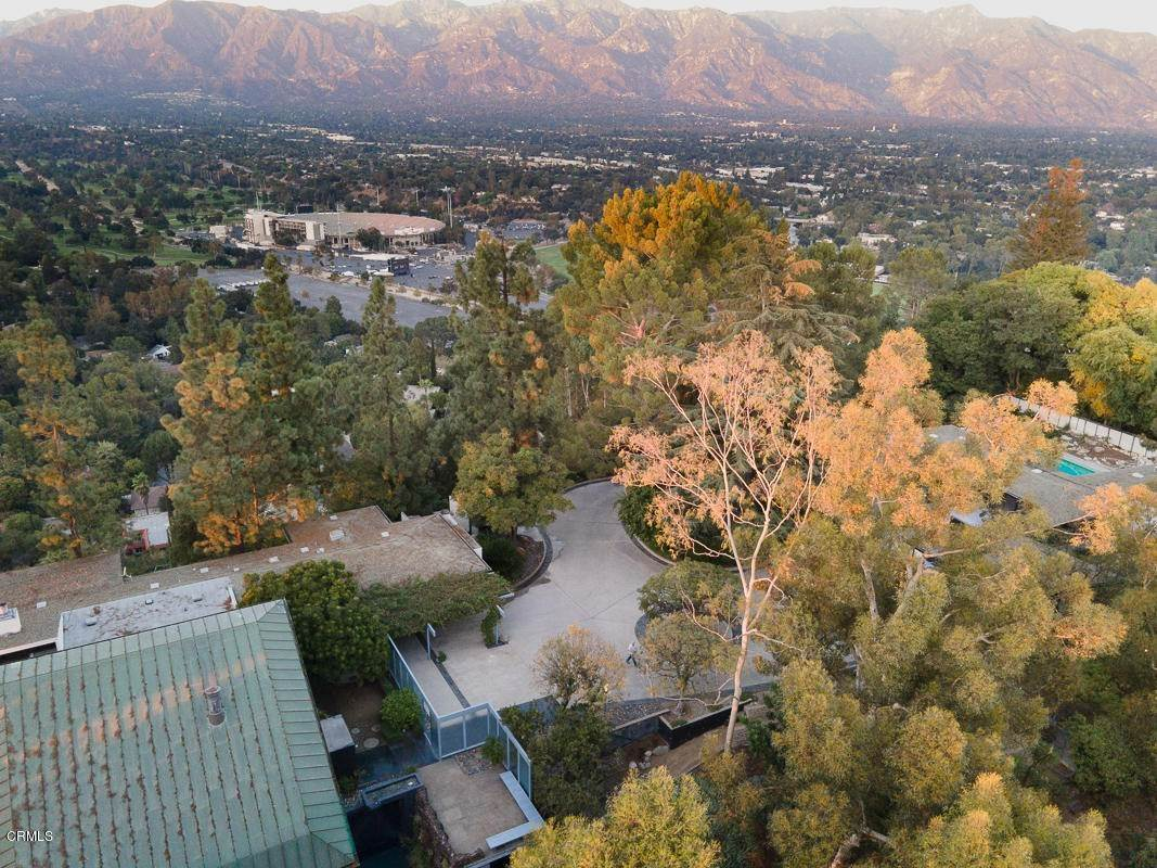 39. Single Family Homes for Sale at 1100 Paso Alto Road Pasadena, California 91105 United States