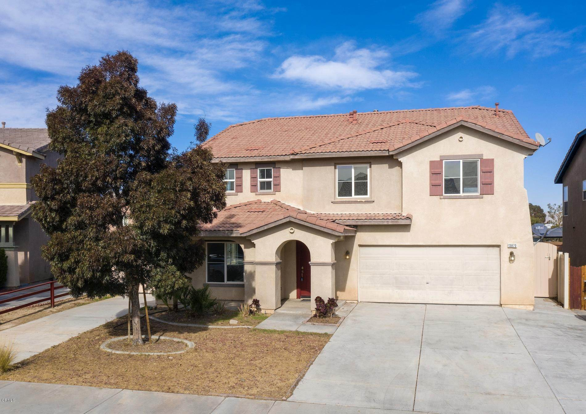 Single Family Homes 为 销售 在 13870 Colorado Lane Victorville, 加利福尼亚州 92394 美国