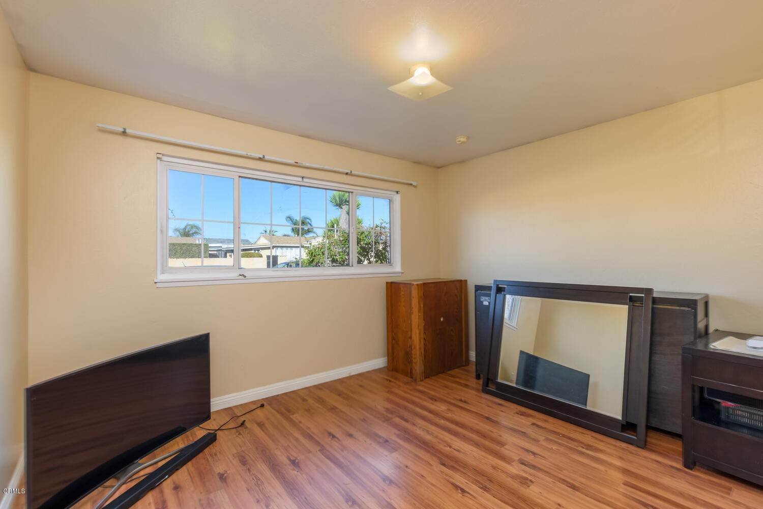 10. Single Family Homes for Sale at 518 Teakwood Street Oxnard, California 93033 United States