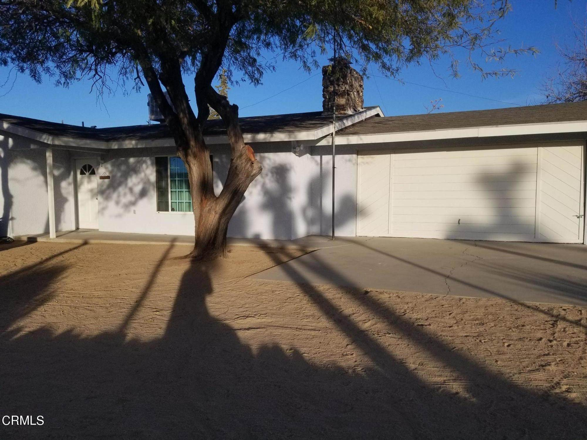 Single Family Homes por un Venta en 5088 Elata Avenue Yucca Valley, California 92284 Estados Unidos
