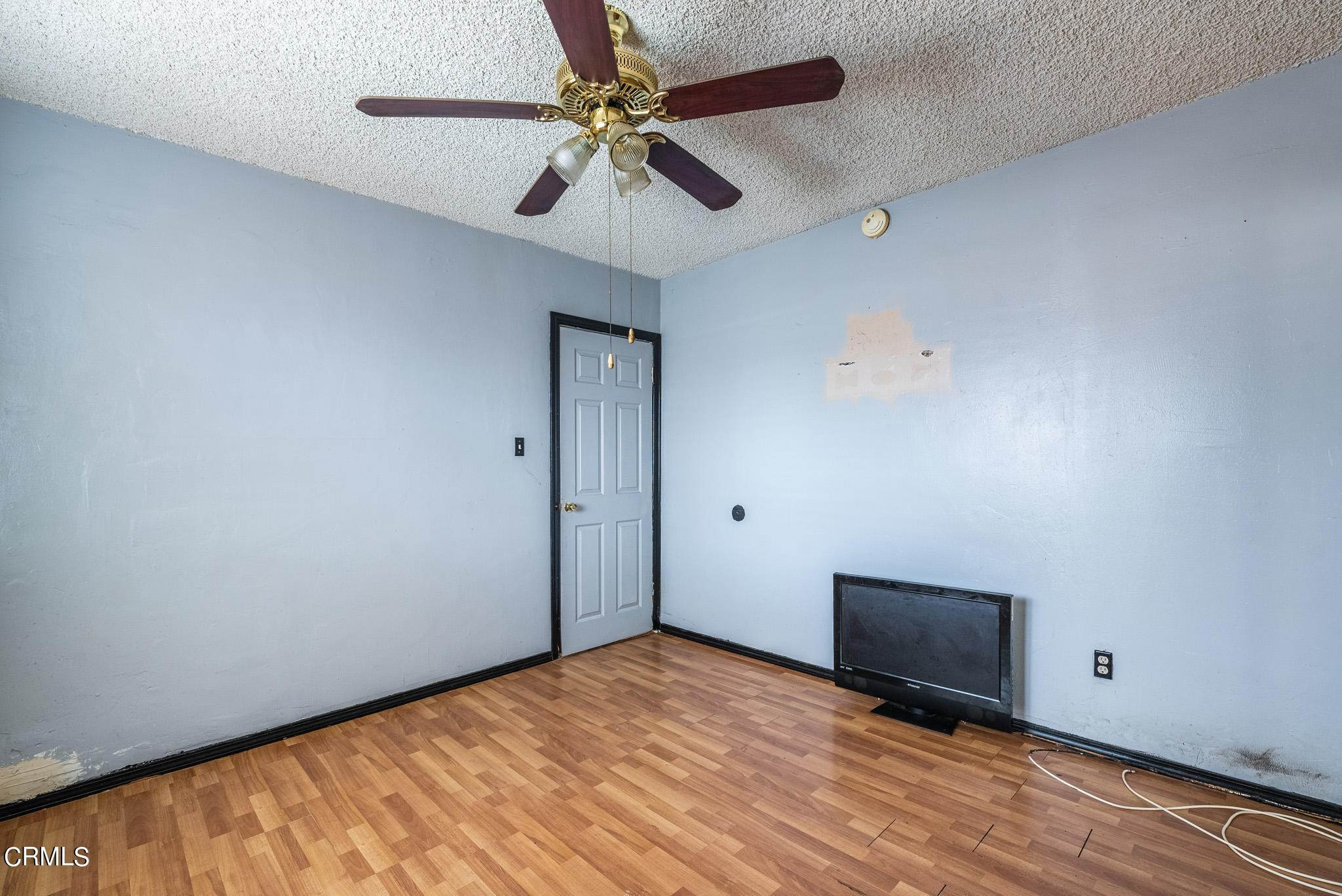 15. Single Family Homes for Sale at 1301 East 104th Street Los Angeles, California 90002 United States