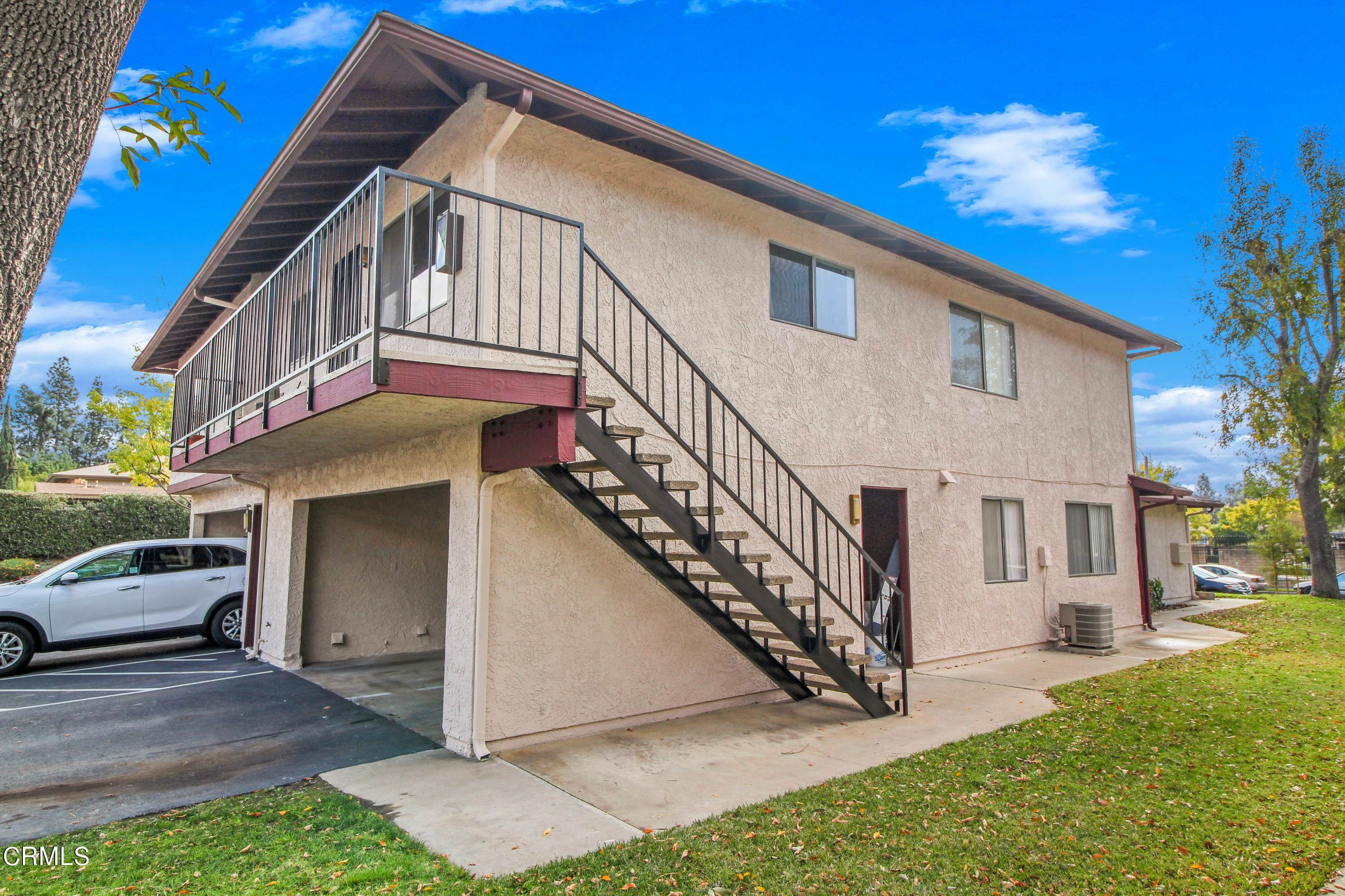 18. Condominiums for Sale at 1105 West Calle De La Luna #4 1105 West Calle De La Luna Azusa, California 91702 United States