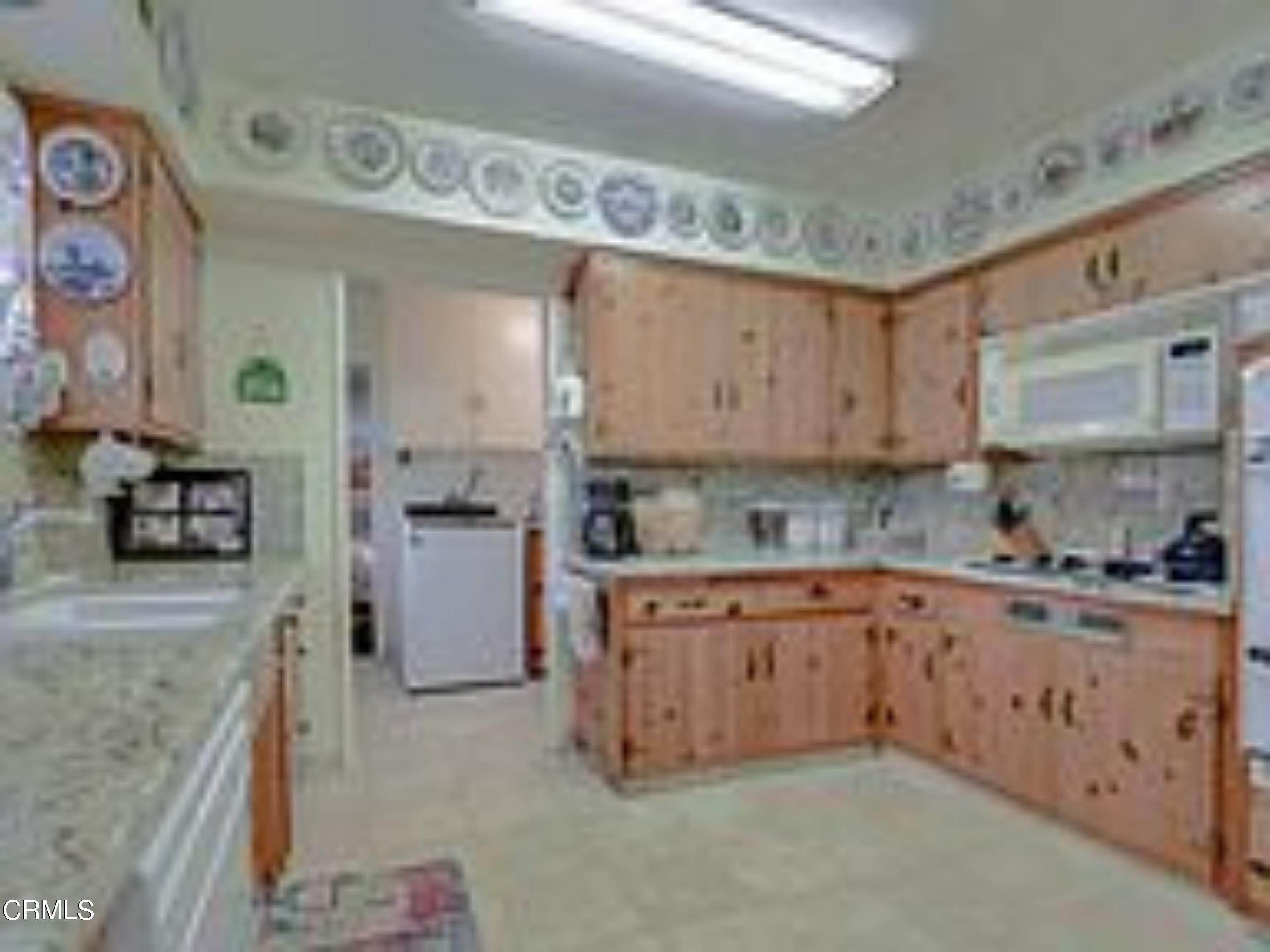 16. Single Family Homes for Sale at 4203 West 141st Street Hawthorne, California 90250 United States
