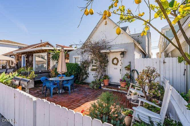 3. Single Family Homes for Sale at 306 34th Street Newport Beach, California 92663 United States