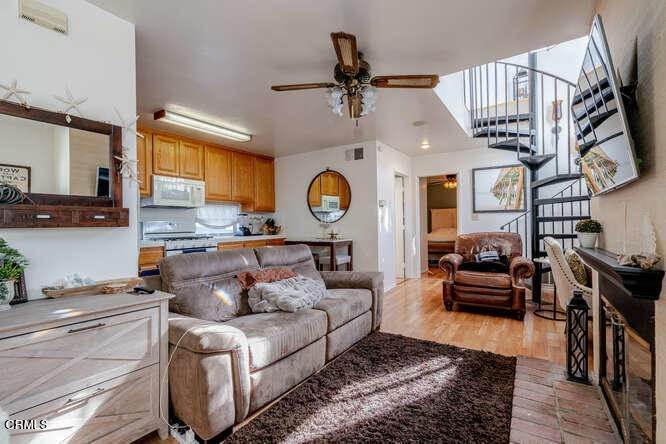 6. Single Family Homes for Sale at 306 34th Street Newport Beach, California 92663 United States