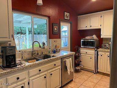 28. Single Family Homes for Sale at 6521 Foyle Way San Diego, California 92117 United States