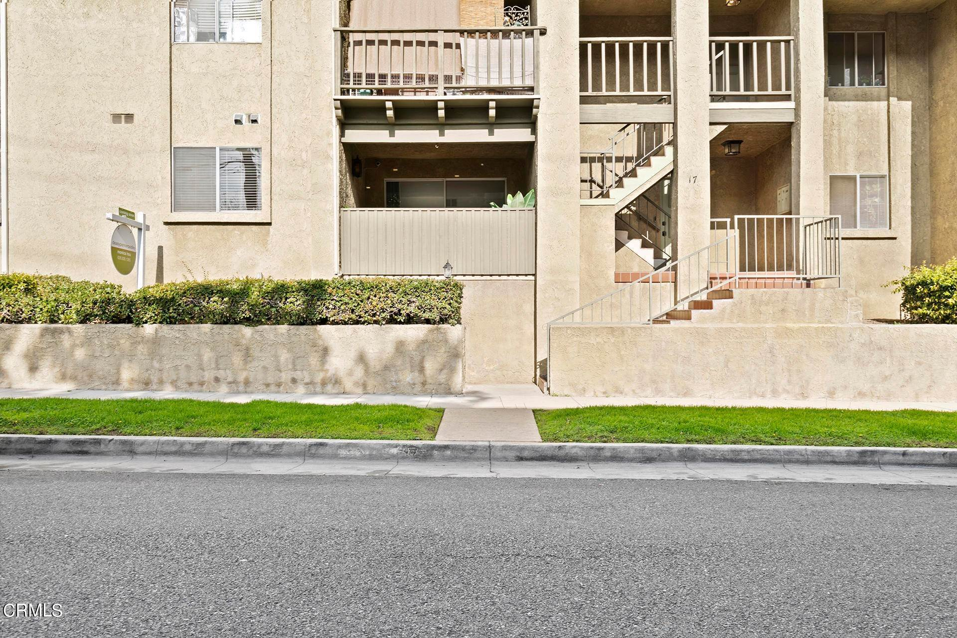 15. Condominiums for Sale at 17 East Pine Street Alhambra, California 91801 United States