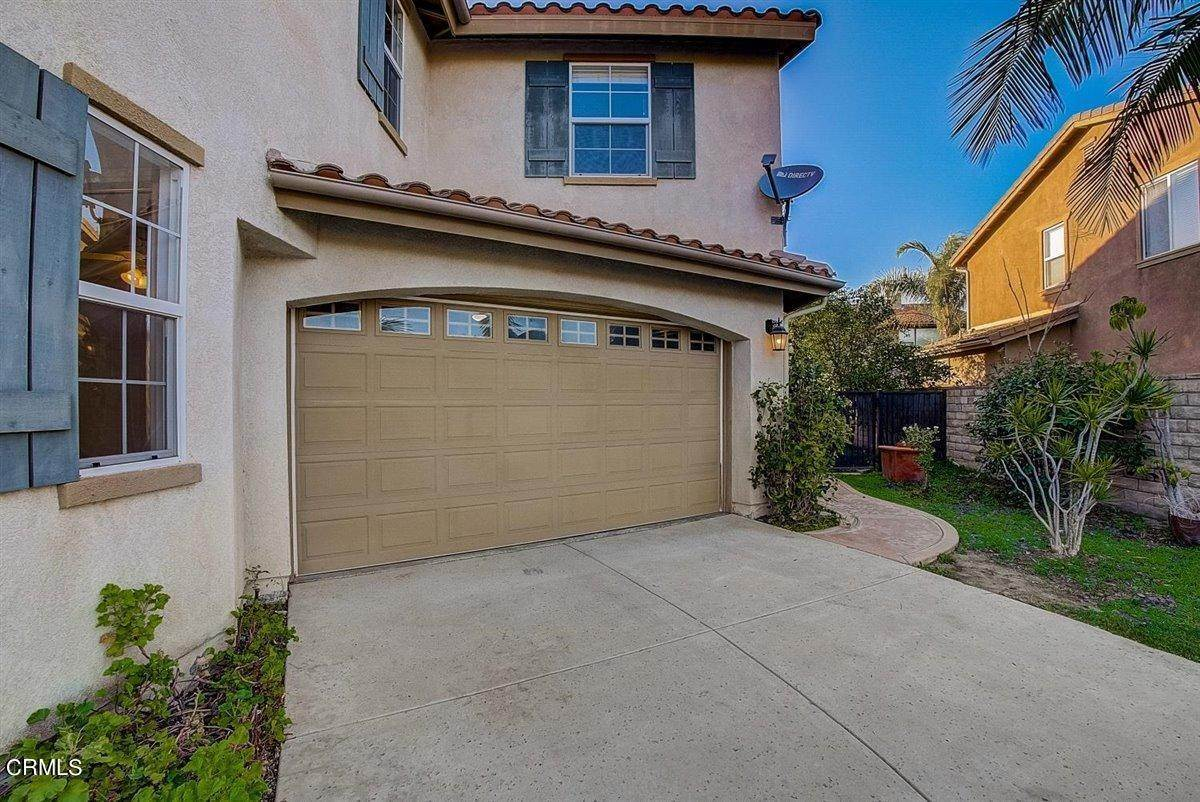 7. Single Family Homes for Sale at 237 Trellis Place Camarillo, California 93012 United States