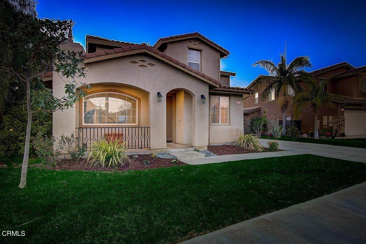9. Single Family Homes for Sale at 237 Trellis Place Camarillo, California 93012 United States