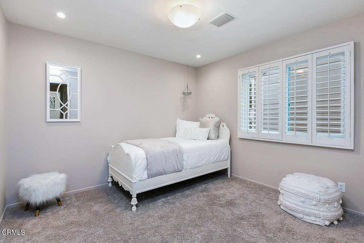 16. Single Family Homes for Sale at 546 North Marengo Ave. Avenue #2 546 North Marengo Ave. Avenue Pasadena, California 91101 United States