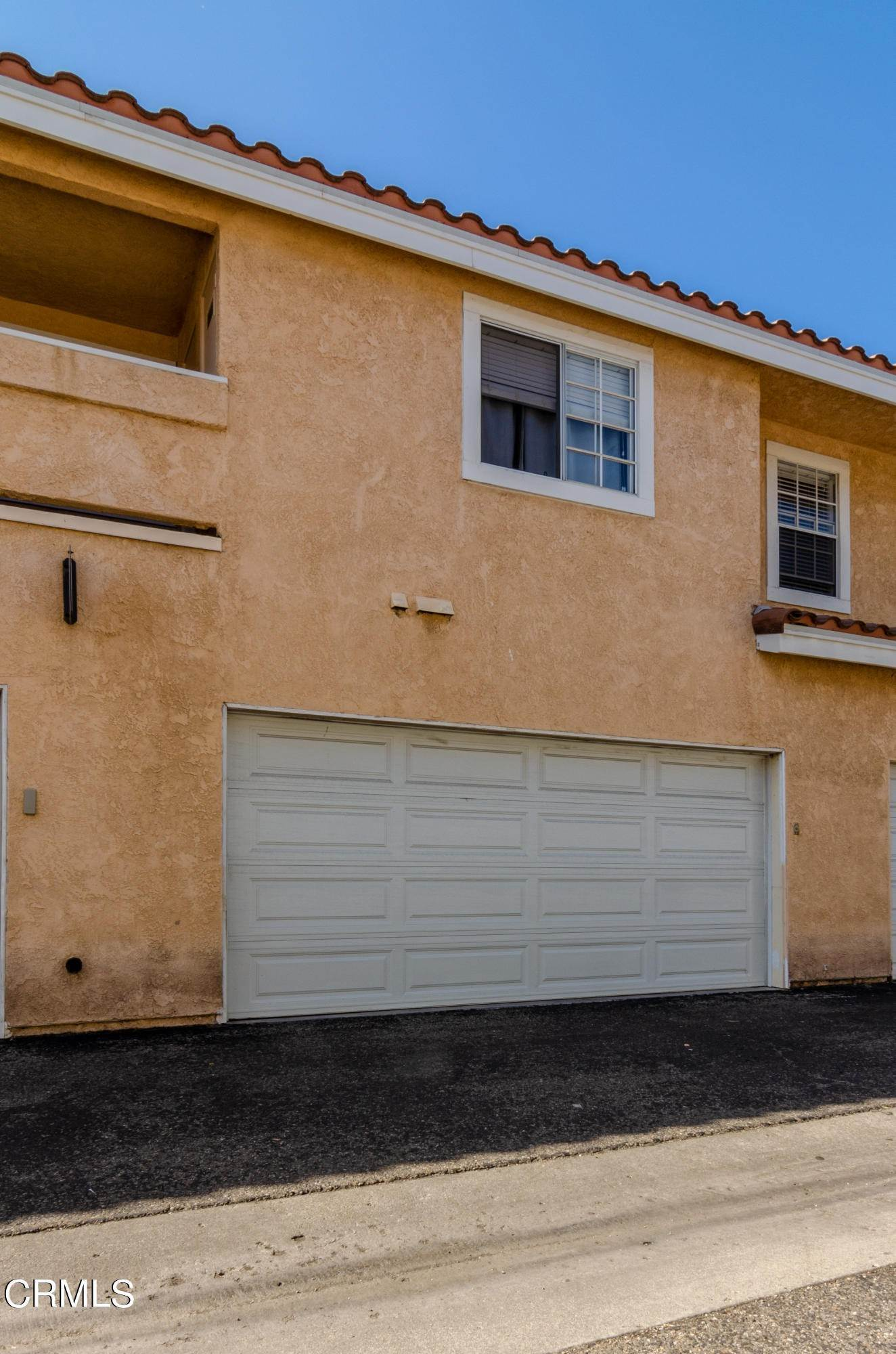 27. Condominiums for Sale at 2142 Blackberry Circle Oxnard, California 93036 United States