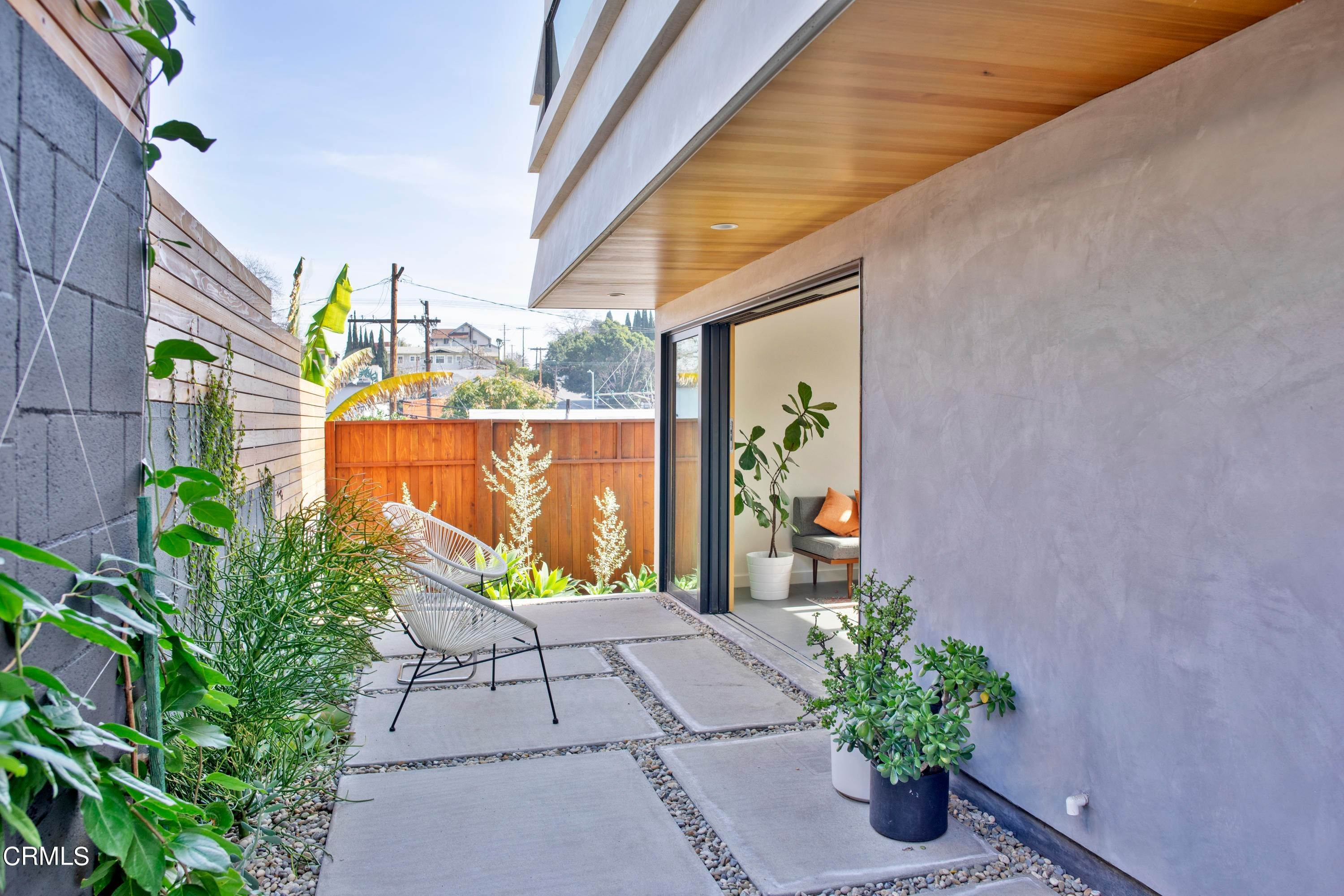 36. Single Family Homes for Sale at 2123 Kent Street Los Angeles, California 90026 United States