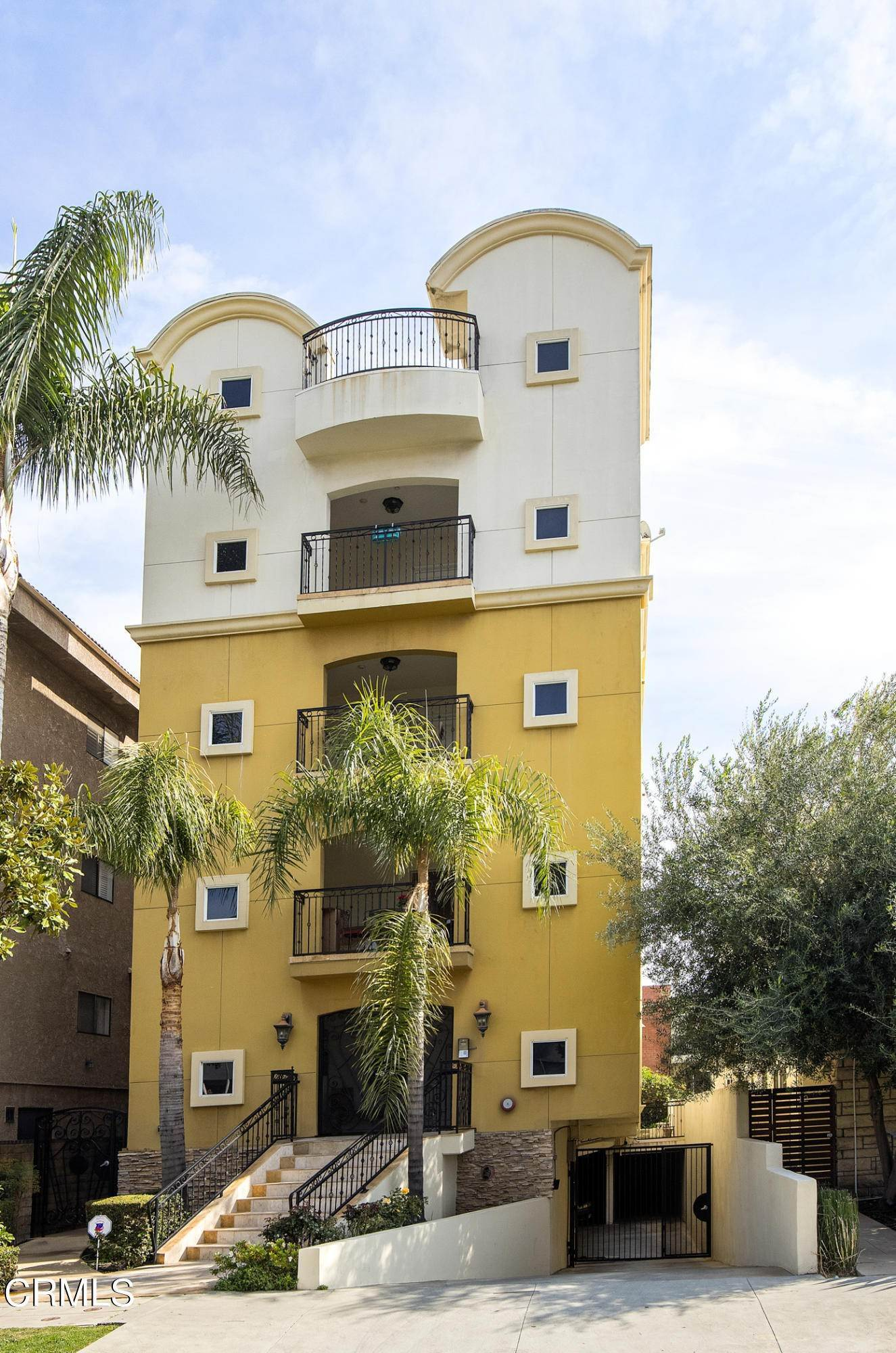 2. Condominiums for Sale at 836 South Bedford Street #200 836 South Bedford Street Los Angeles, California 90035 United States