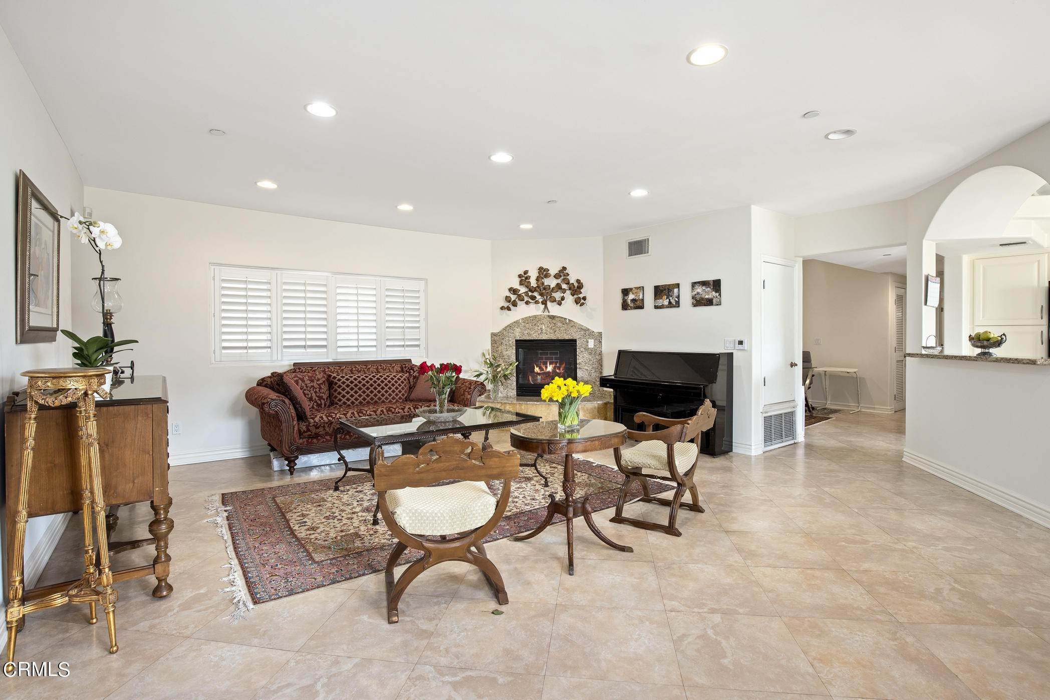 7. Condominiums for Sale at 836 South Bedford Street #200 836 South Bedford Street Los Angeles, California 90035 United States