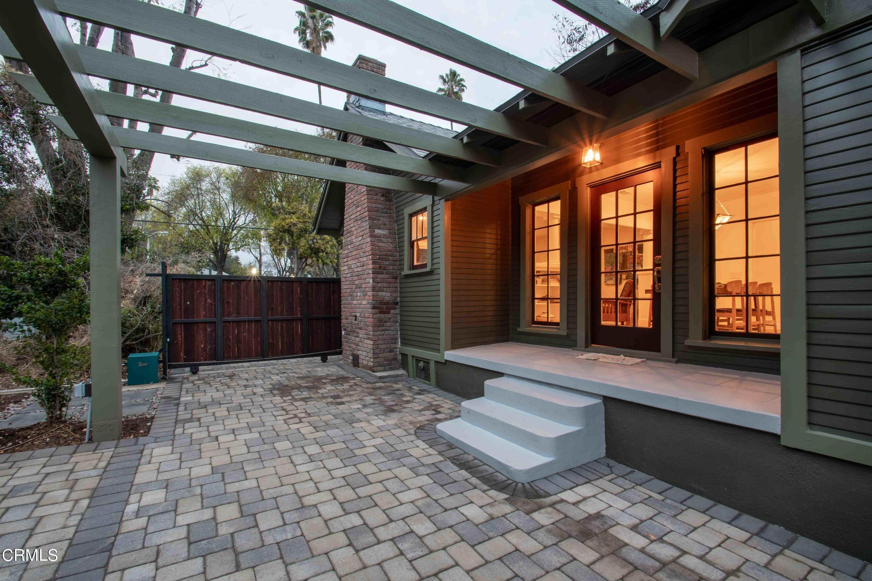 30. Single Family Homes for Sale at 1211 Oak Street South Pasadena, California 91030 United States