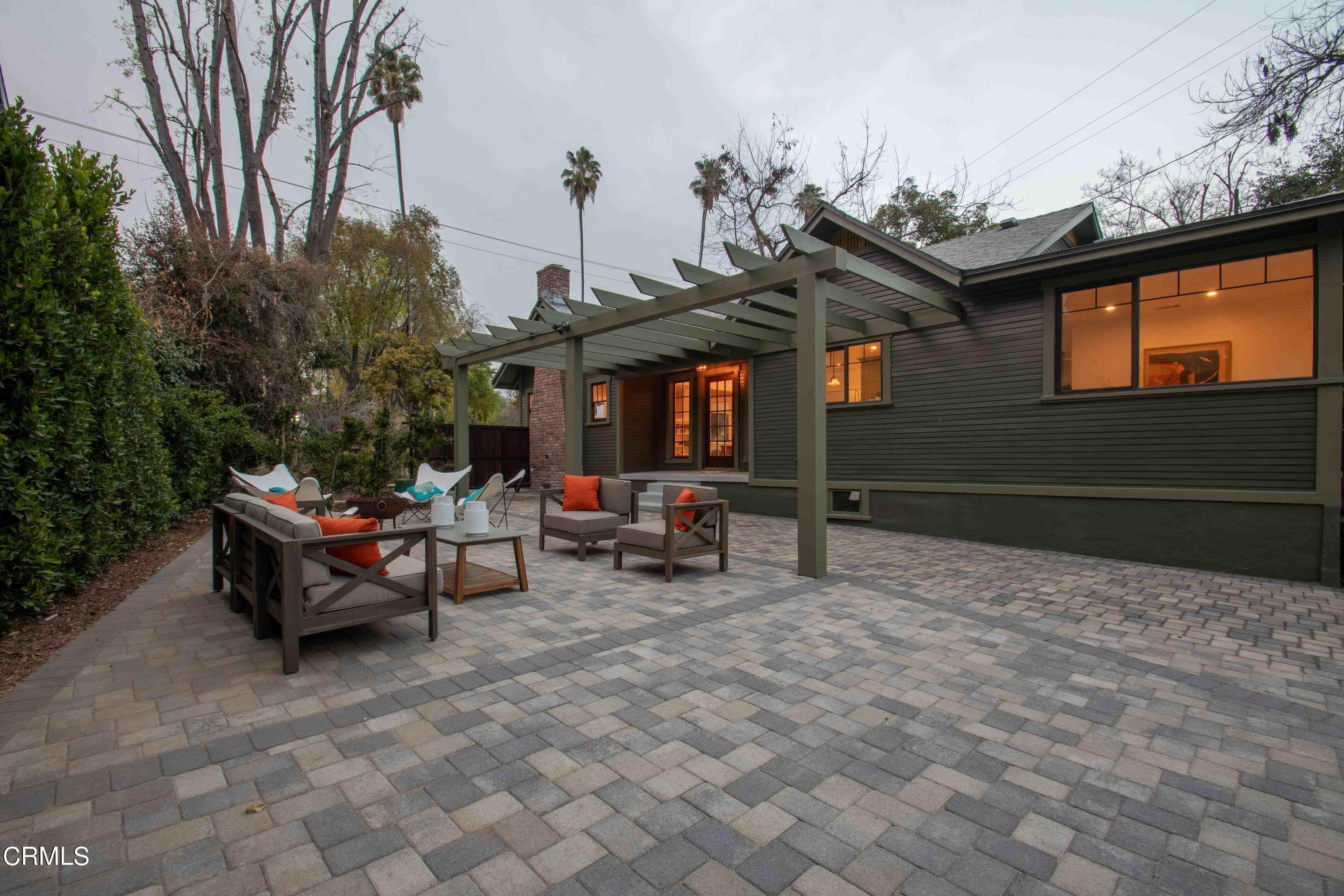 32. Single Family Homes for Sale at 1211 Oak Street South Pasadena, California 91030 United States