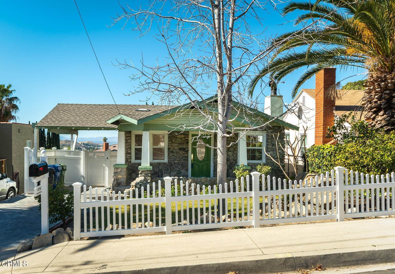 Single Family Homes por un Venta en 10739 Helendale Avenue Tujunga, California 91042 Estados Unidos