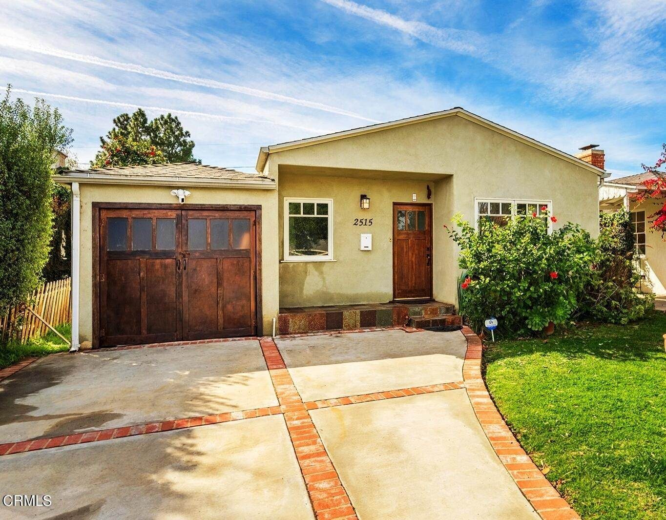 33. Single Family Homes for Sale at 2515 South Westgate Avenue Los Angeles, California 90064 United States