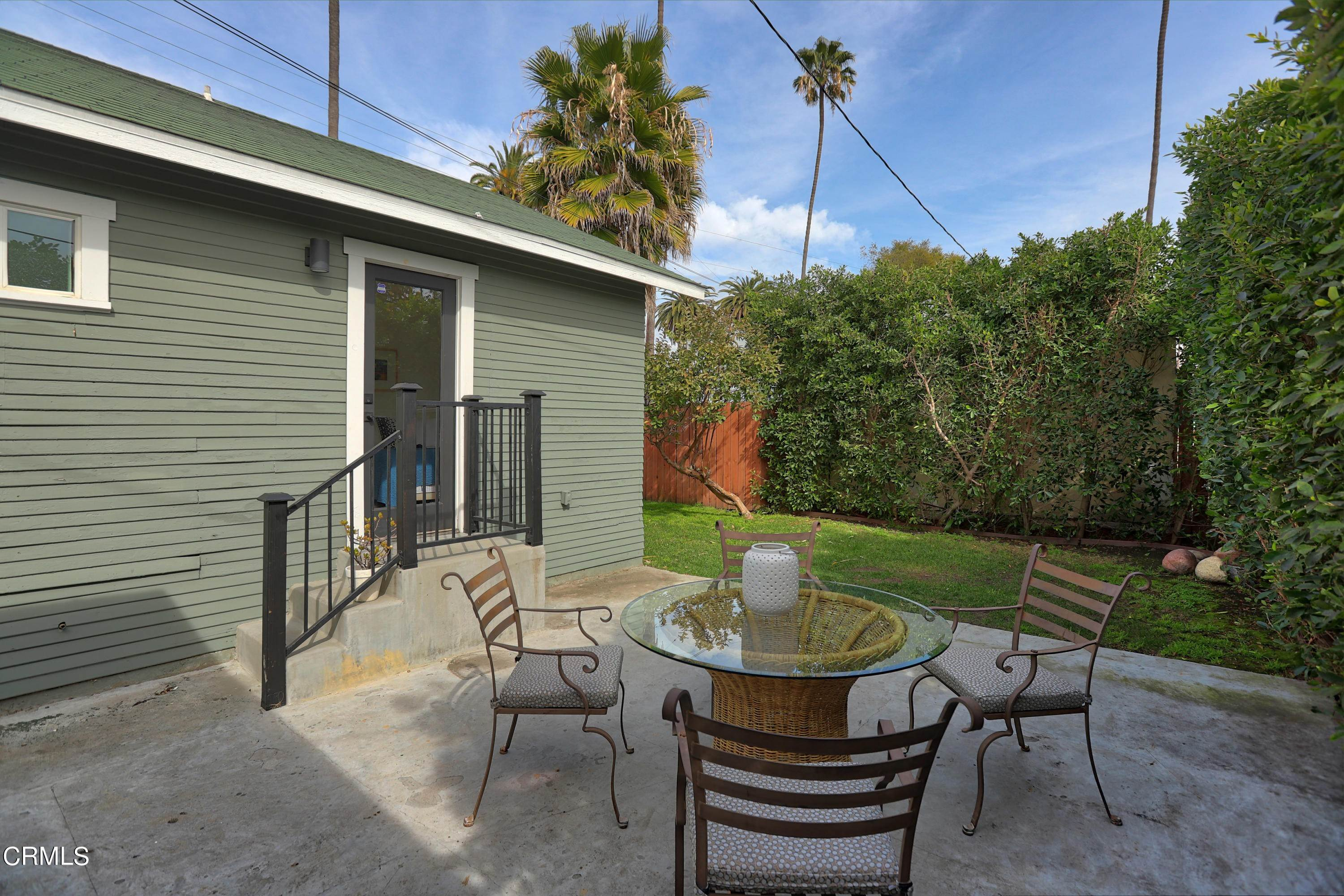 15. Single Family Homes for Sale at 2712 West 36th Street Los Angeles, California 90018 United States