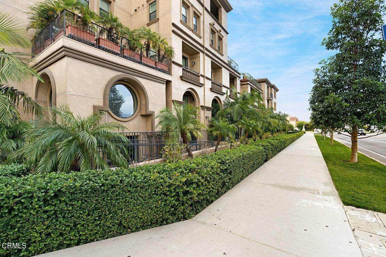 2. Condominiums for Sale at 4180 Wilshire Boulevard #307 4180 Wilshire Boulevard Los Angeles, California 90010 United States