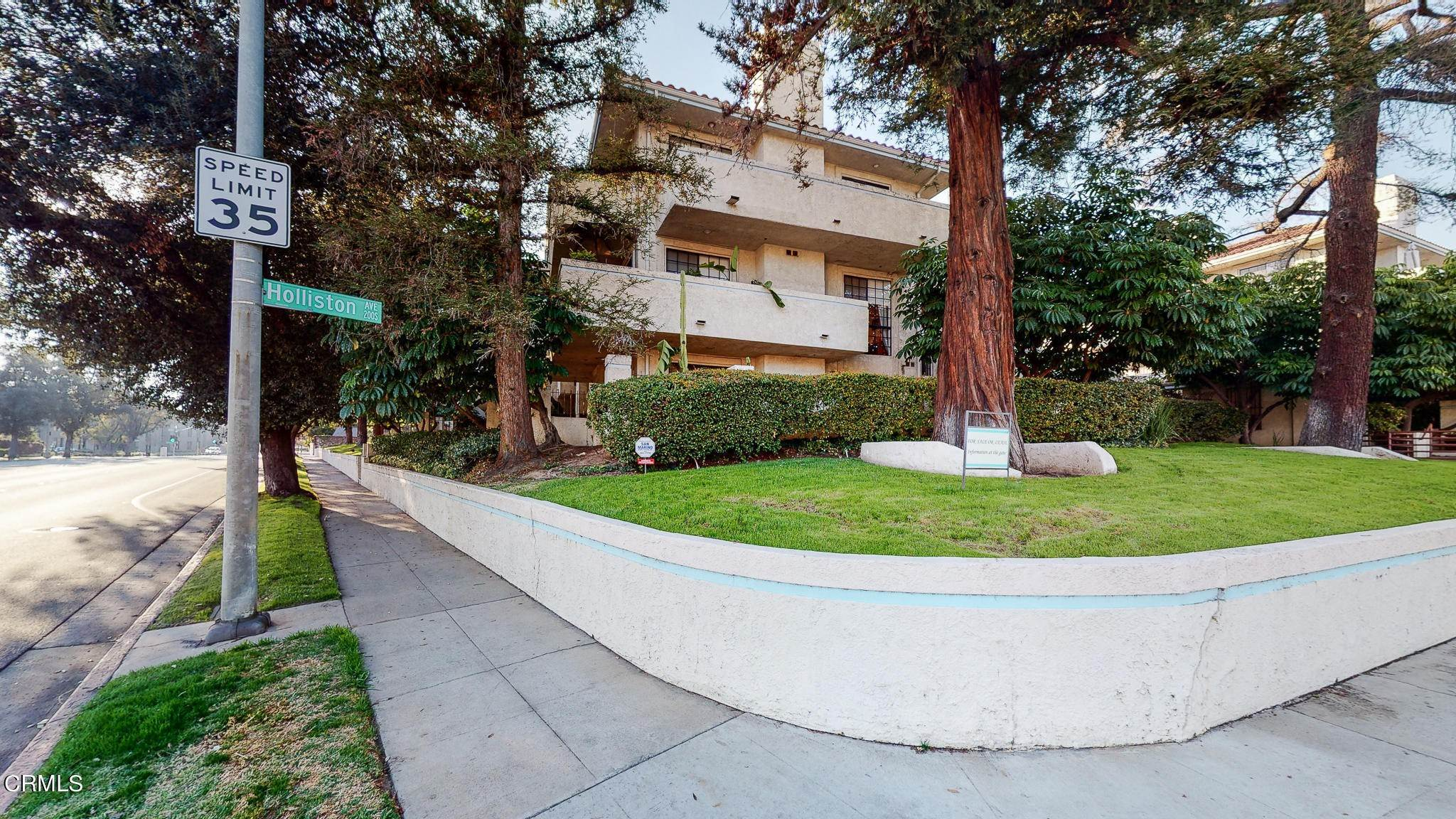 Condominiums for Sale at 235 South Holliston Avenue #113 235 South Holliston Avenue Pasadena, California 91106 United States