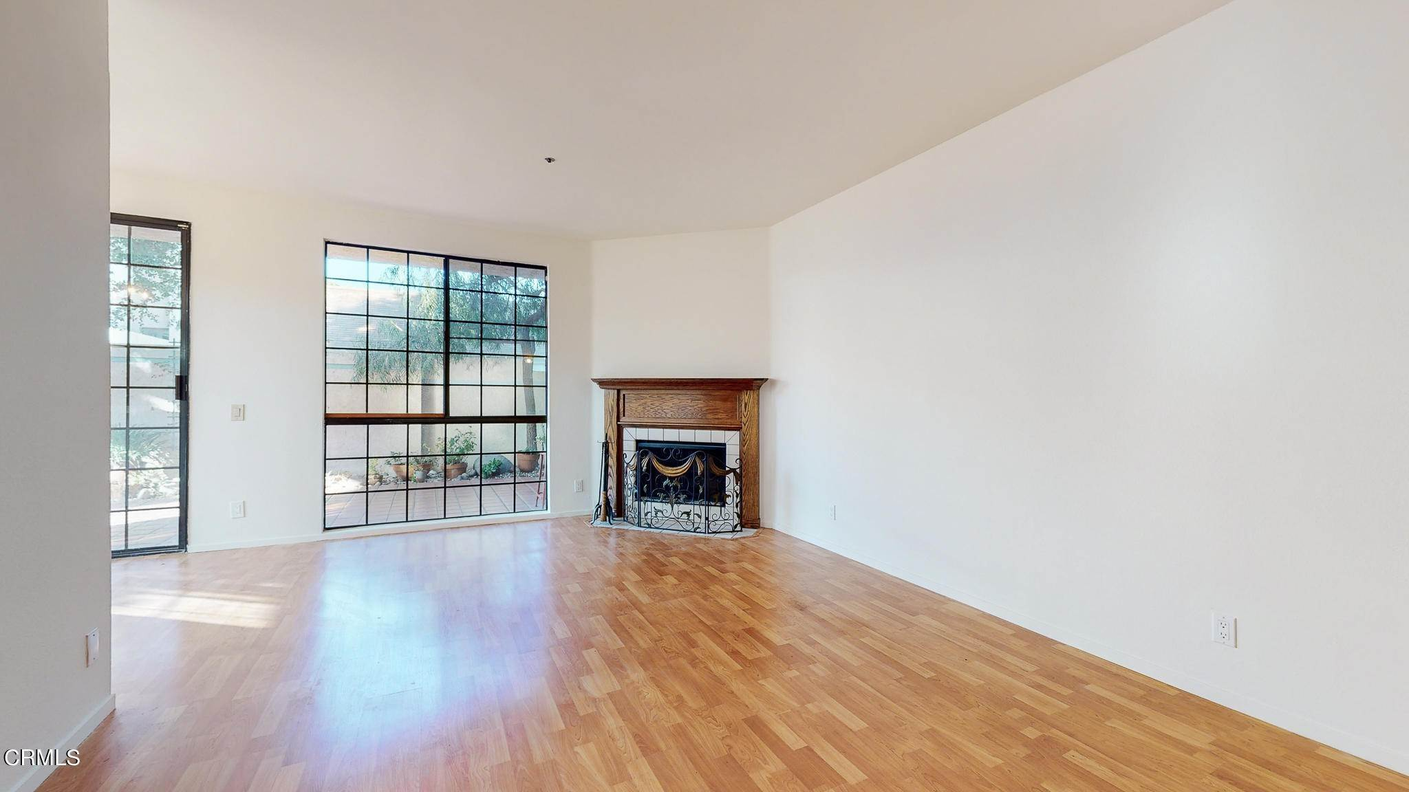4. Condominiums for Sale at 235 South Holliston Avenue #113 235 South Holliston Avenue Pasadena, California 91106 United States