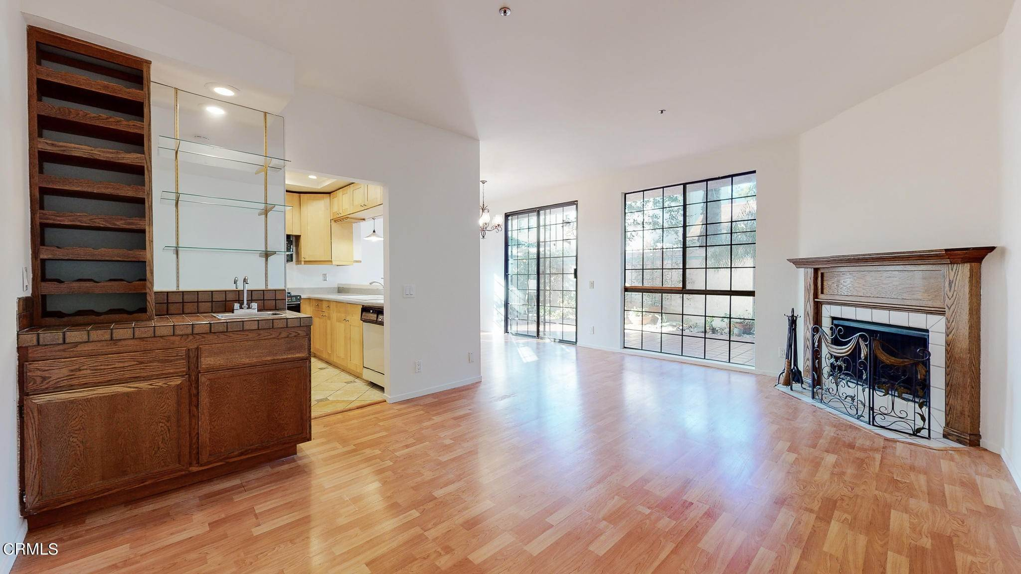 5. Condominiums for Sale at 235 South Holliston Avenue #113 235 South Holliston Avenue Pasadena, California 91106 United States