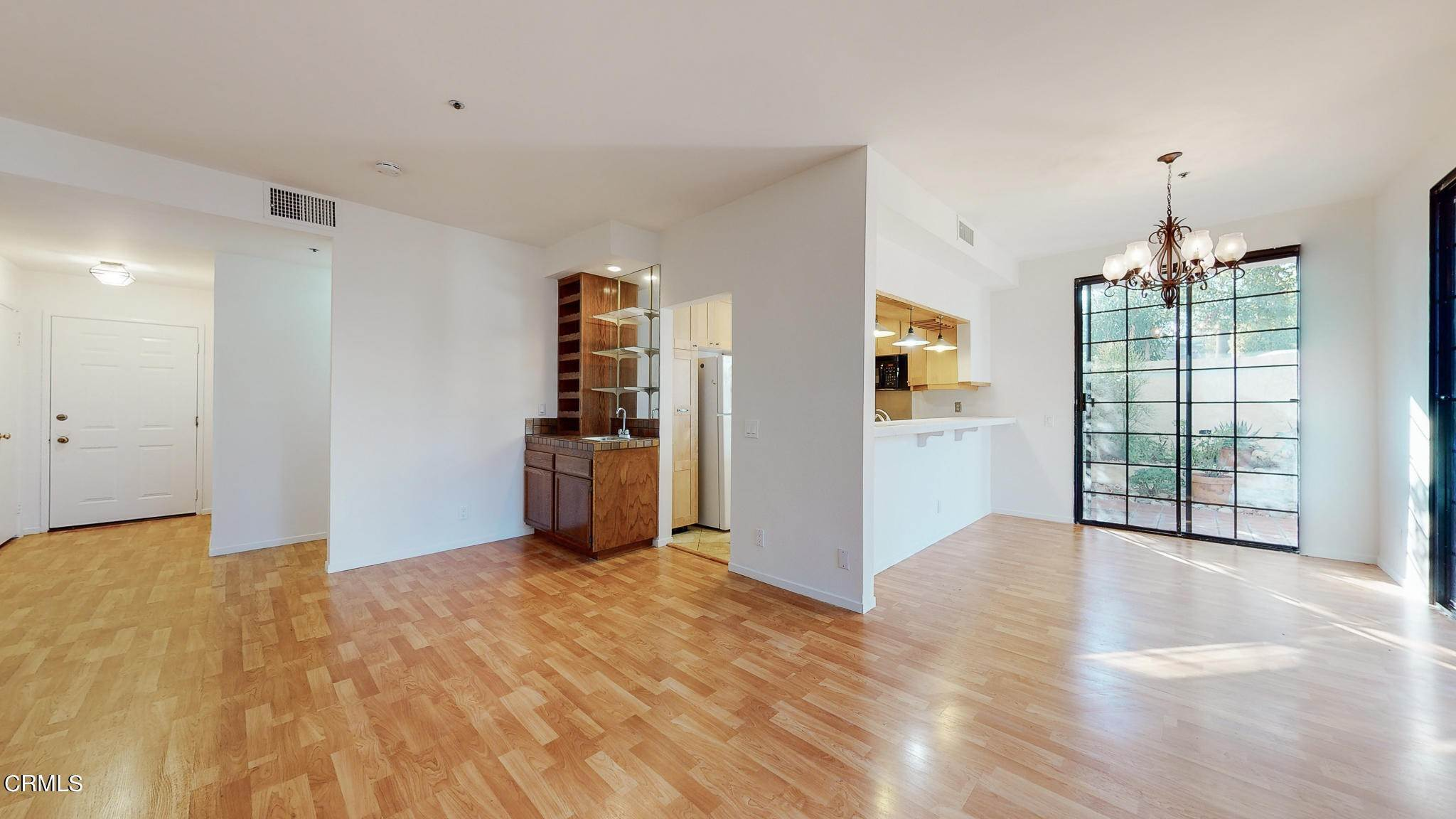 7. Condominiums for Sale at 235 South Holliston Avenue #113 235 South Holliston Avenue Pasadena, California 91106 United States
