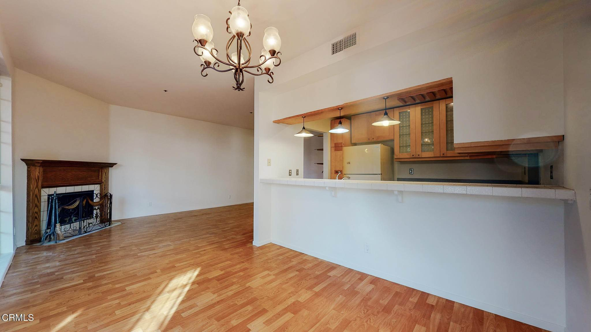 8. Condominiums for Sale at 235 South Holliston Avenue #113 235 South Holliston Avenue Pasadena, California 91106 United States