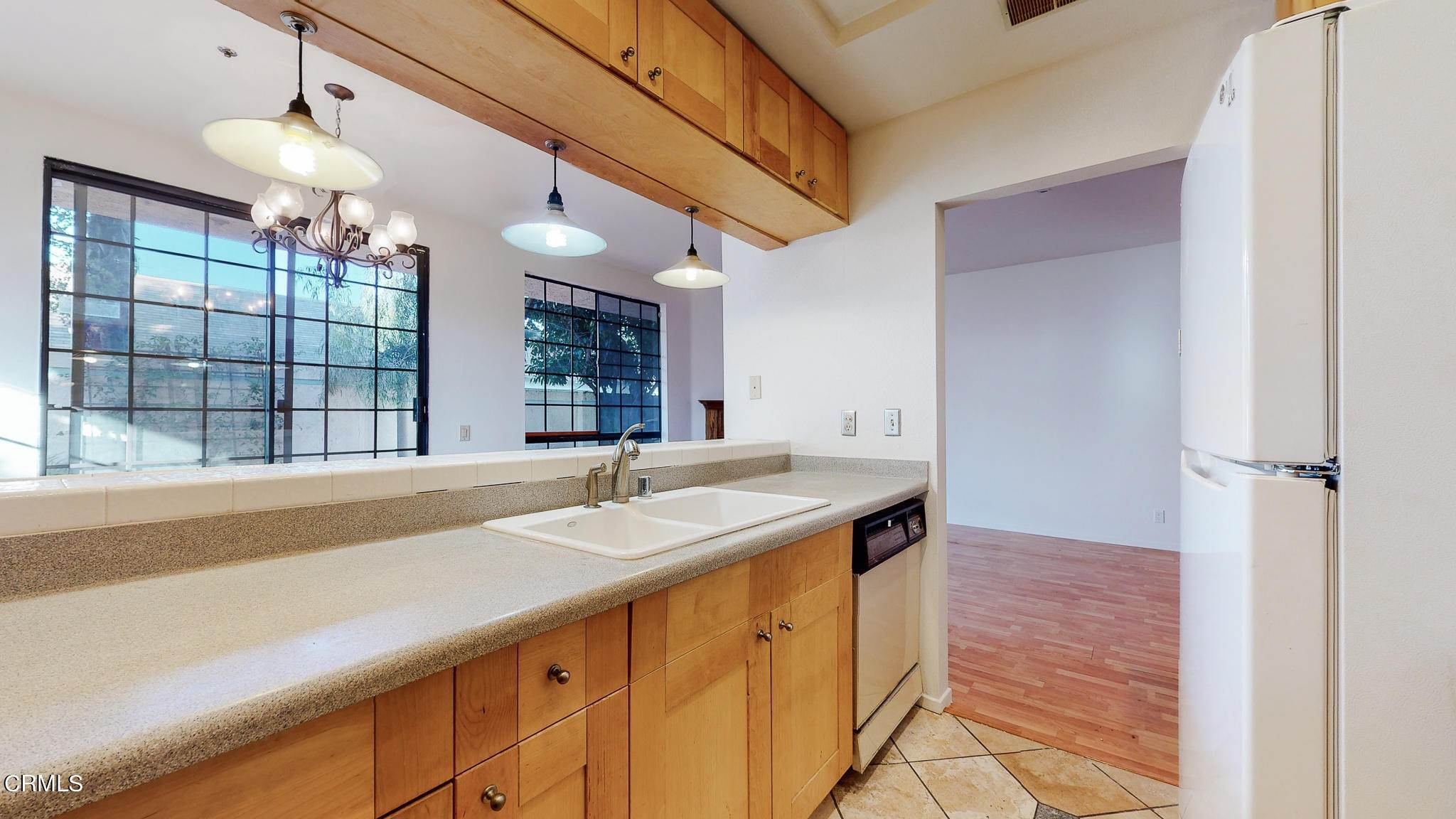 13. Condominiums for Sale at 235 South Holliston Avenue #113 235 South Holliston Avenue Pasadena, California 91106 United States