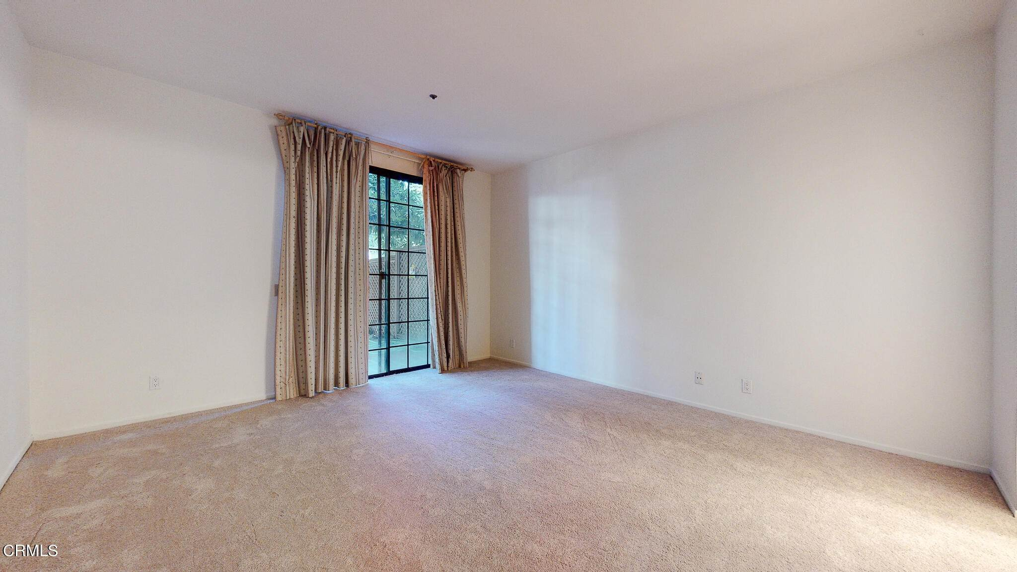 16. Condominiums for Sale at 235 South Holliston Avenue #113 235 South Holliston Avenue Pasadena, California 91106 United States
