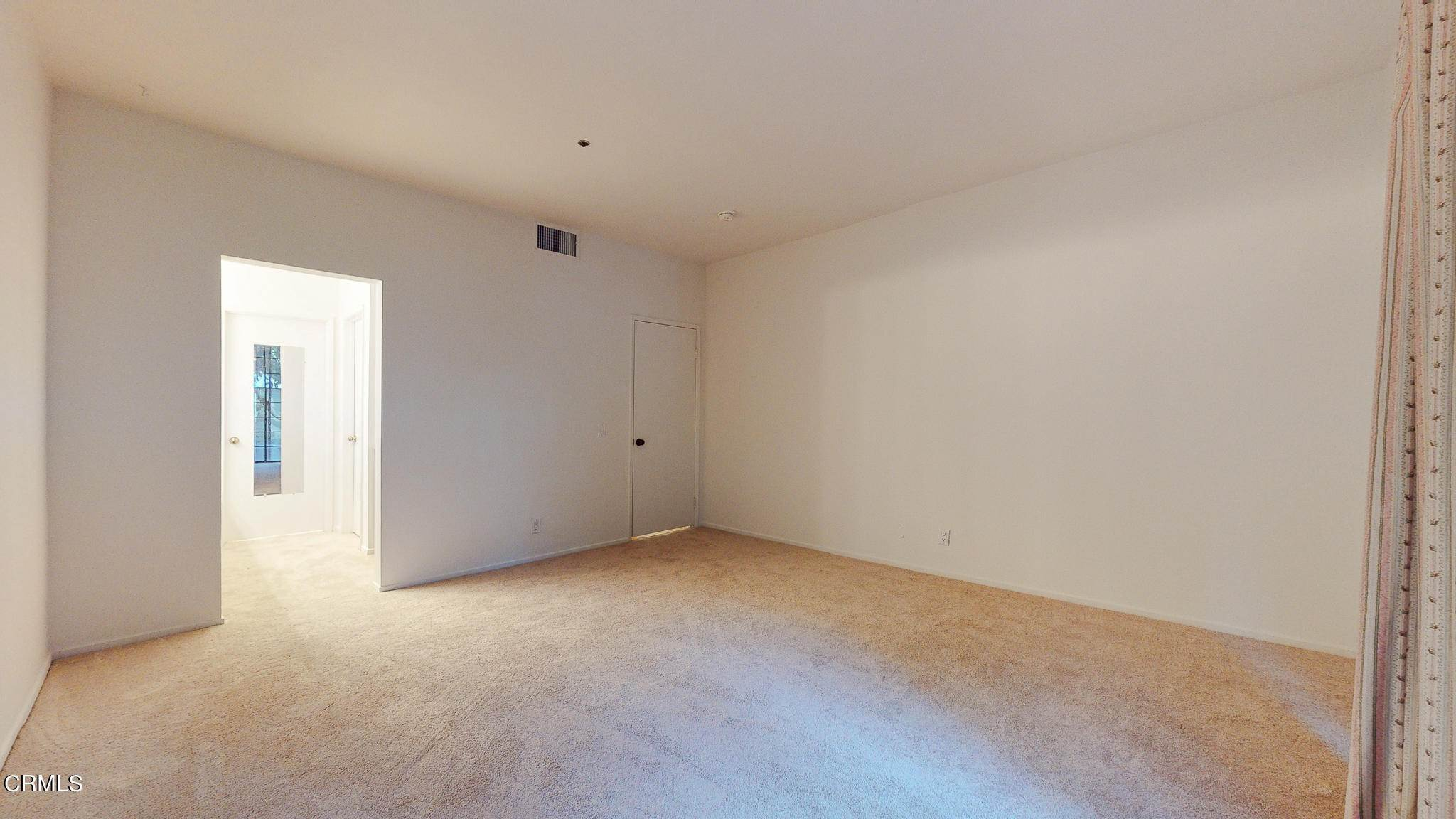 18. Condominiums for Sale at 235 South Holliston Avenue #113 235 South Holliston Avenue Pasadena, California 91106 United States