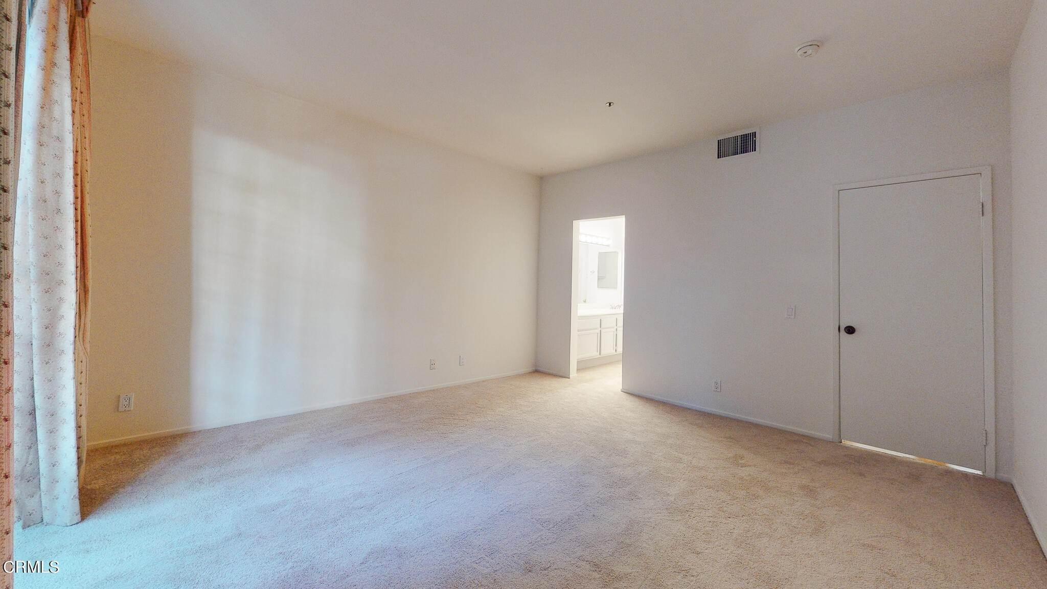 20. Condominiums for Sale at 235 South Holliston Avenue #113 235 South Holliston Avenue Pasadena, California 91106 United States
