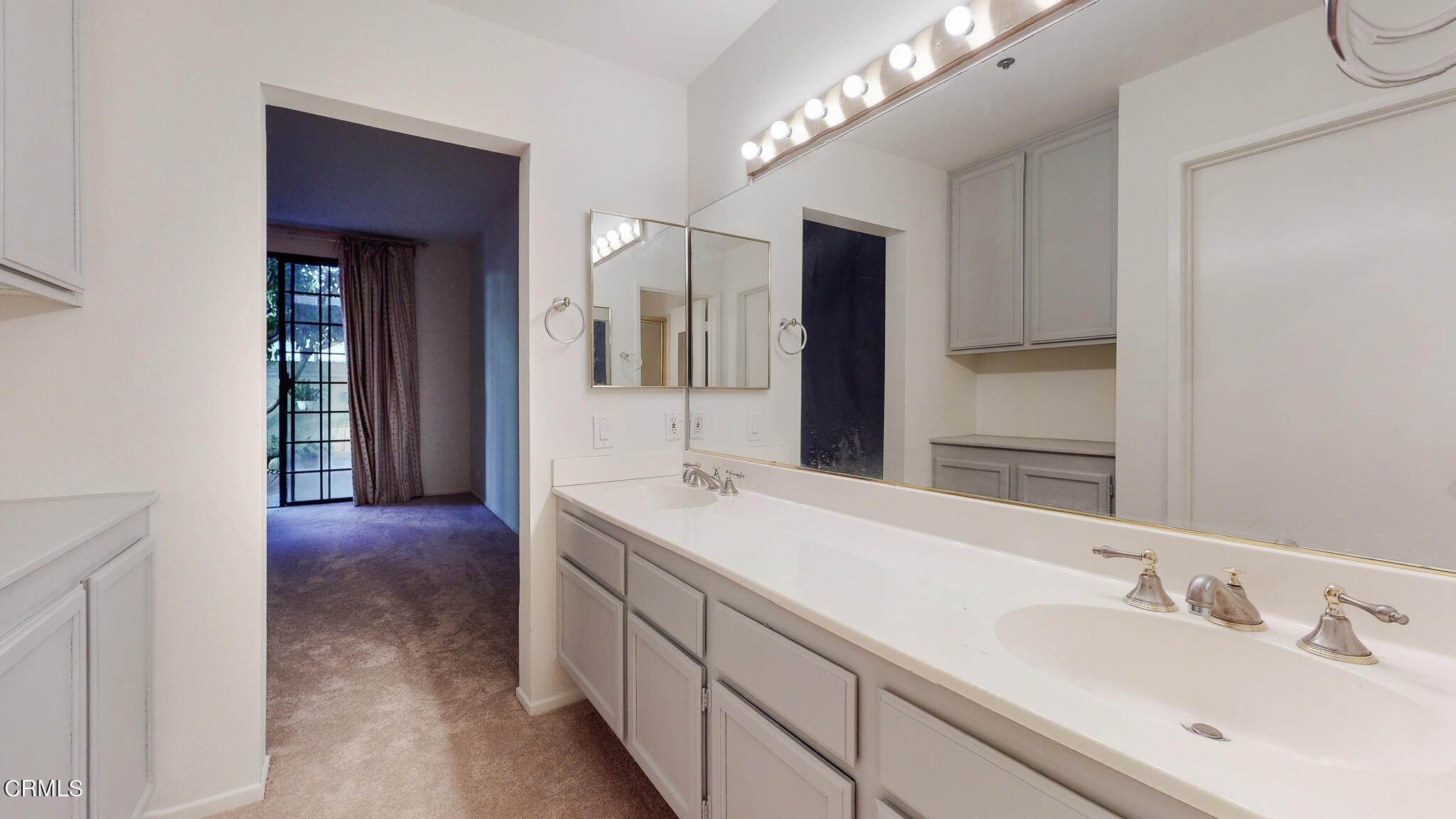 22. Condominiums for Sale at 235 South Holliston Avenue #113 235 South Holliston Avenue Pasadena, California 91106 United States