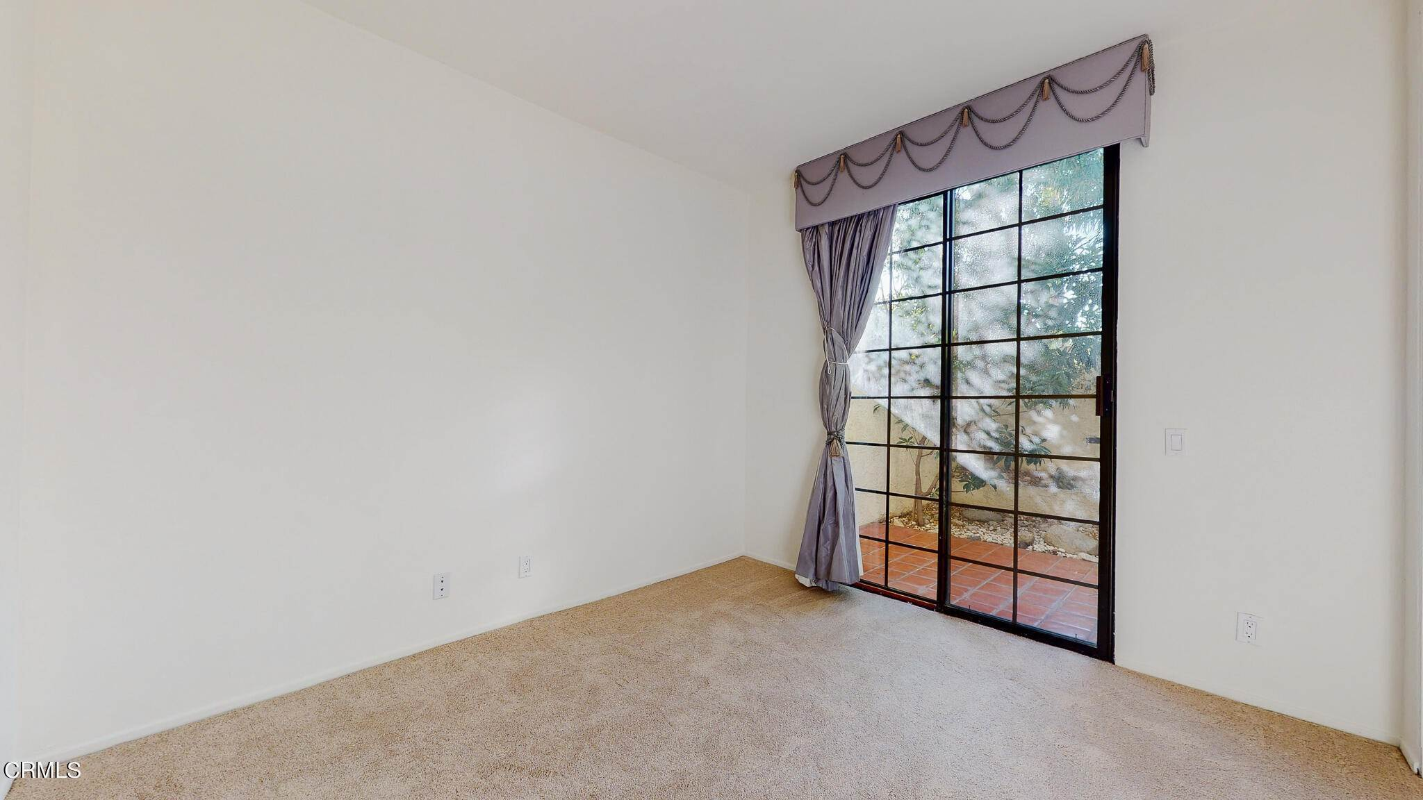 26. Condominiums for Sale at 235 South Holliston Avenue #113 235 South Holliston Avenue Pasadena, California 91106 United States