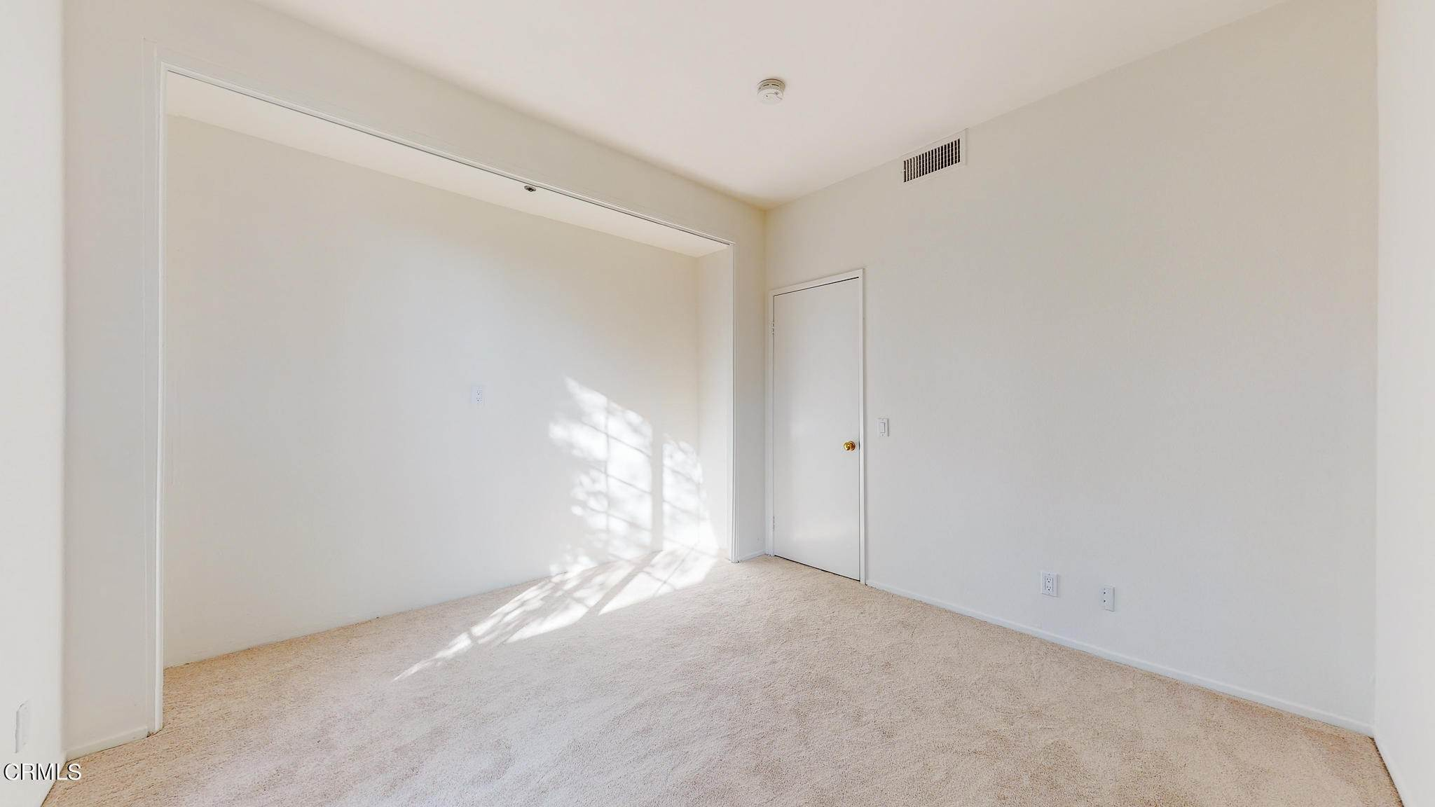 28. Condominiums for Sale at 235 South Holliston Avenue #113 235 South Holliston Avenue Pasadena, California 91106 United States