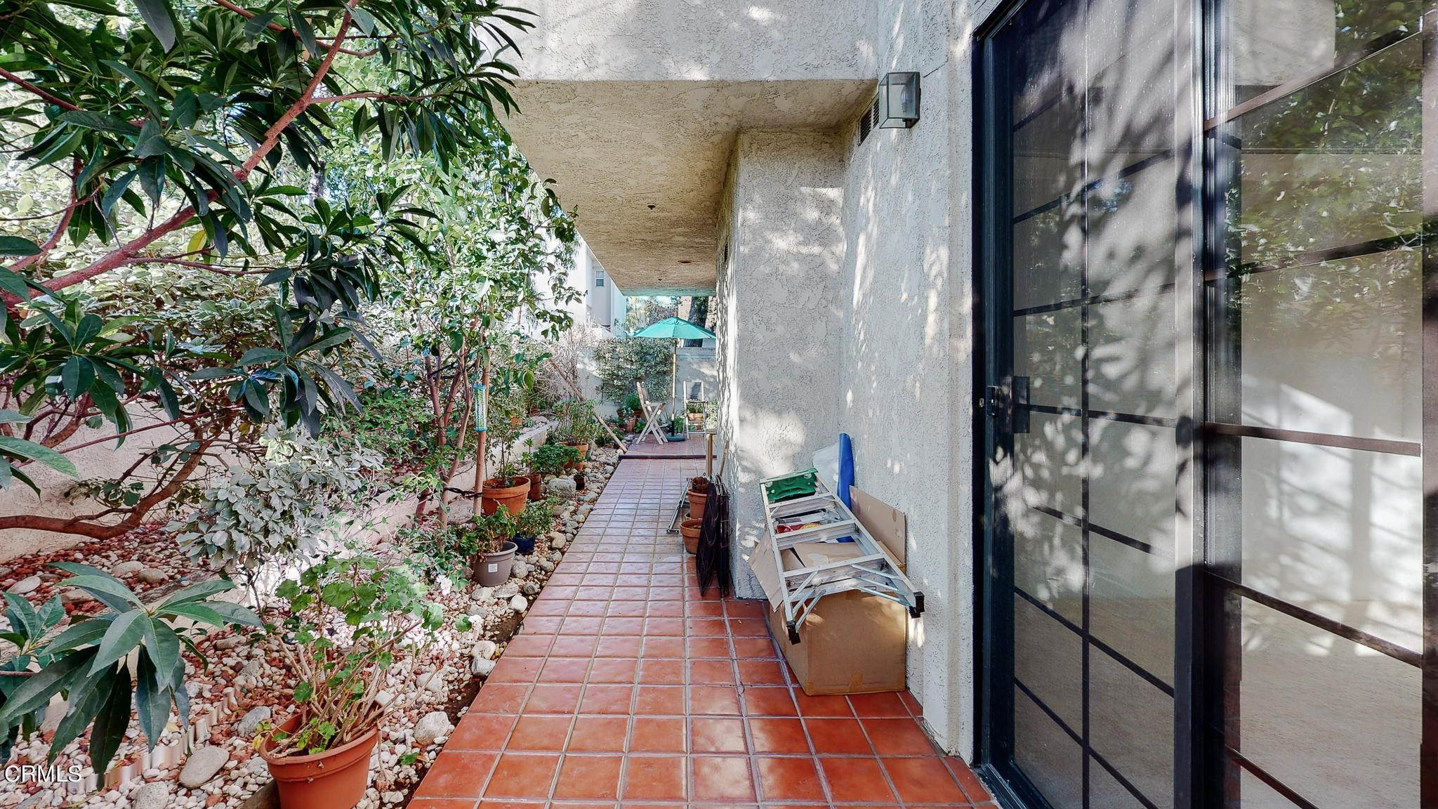 33. Condominiums for Sale at 235 South Holliston Avenue #113 235 South Holliston Avenue Pasadena, California 91106 United States