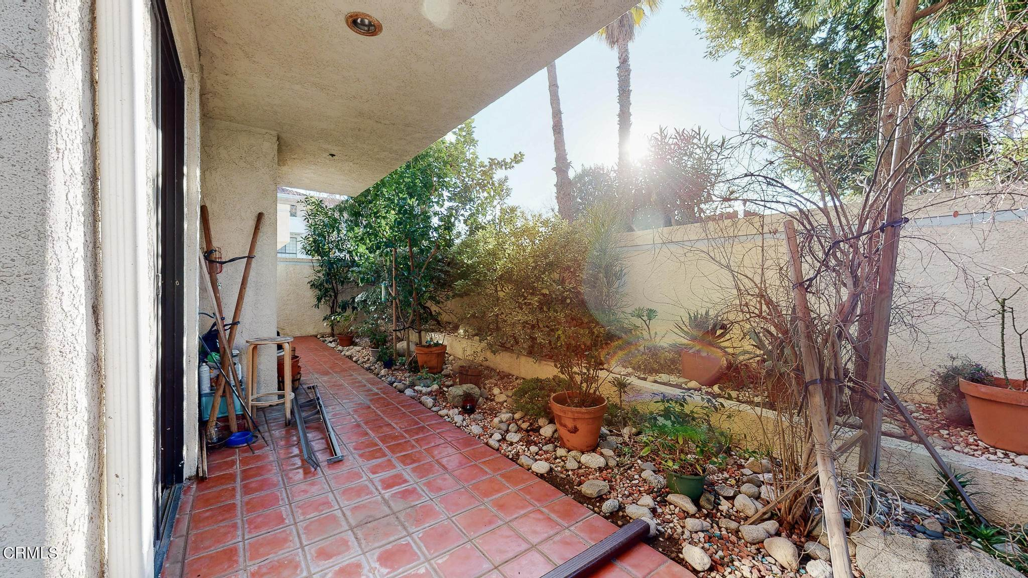 34. Condominiums for Sale at 235 South Holliston Avenue #113 235 South Holliston Avenue Pasadena, California 91106 United States