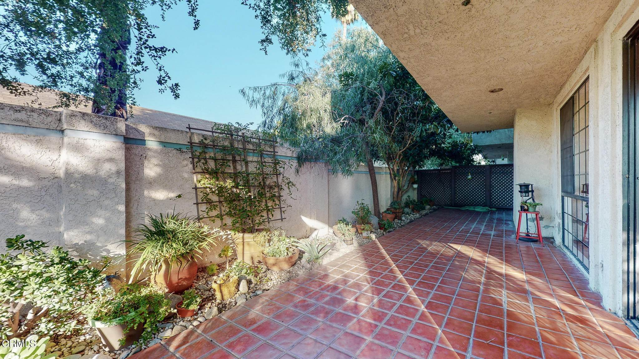 36. Condominiums for Sale at 235 South Holliston Avenue #113 235 South Holliston Avenue Pasadena, California 91106 United States