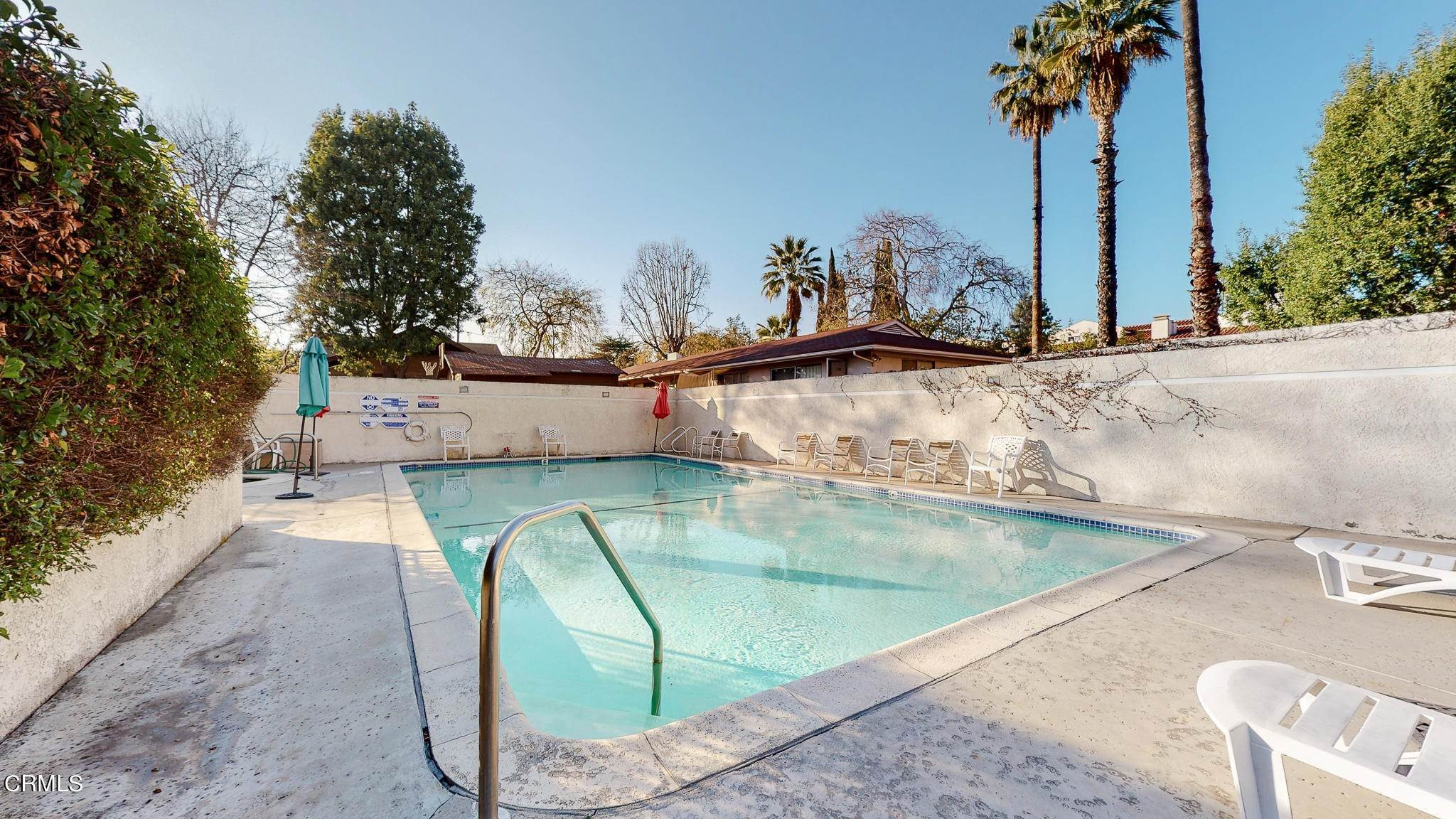 37. Condominiums for Sale at 235 South Holliston Avenue #113 235 South Holliston Avenue Pasadena, California 91106 United States