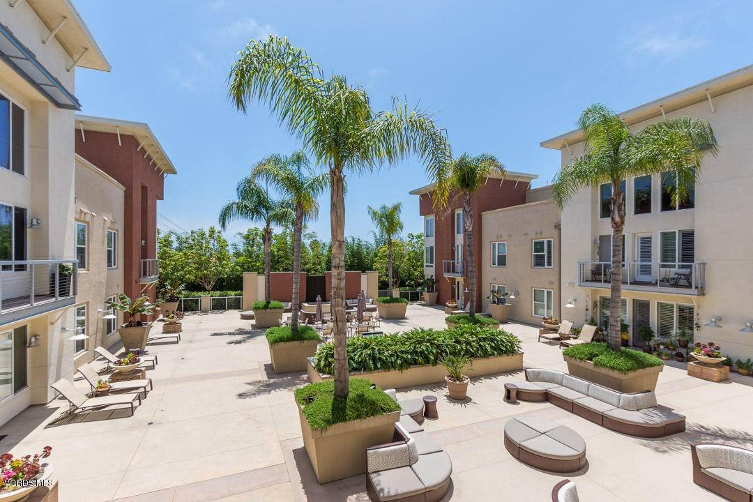 23. Condominiums for Sale at 1901 South Victoria Avenue #201 1901 South Victoria Avenue Oxnard, California 93035 United States