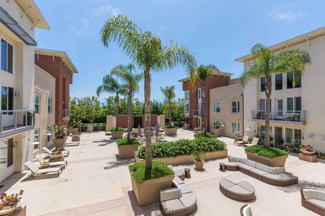 24. Condominiums for Sale at 1901 South Victoria Avenue #201 1901 South Victoria Avenue Oxnard, California 93035 United States