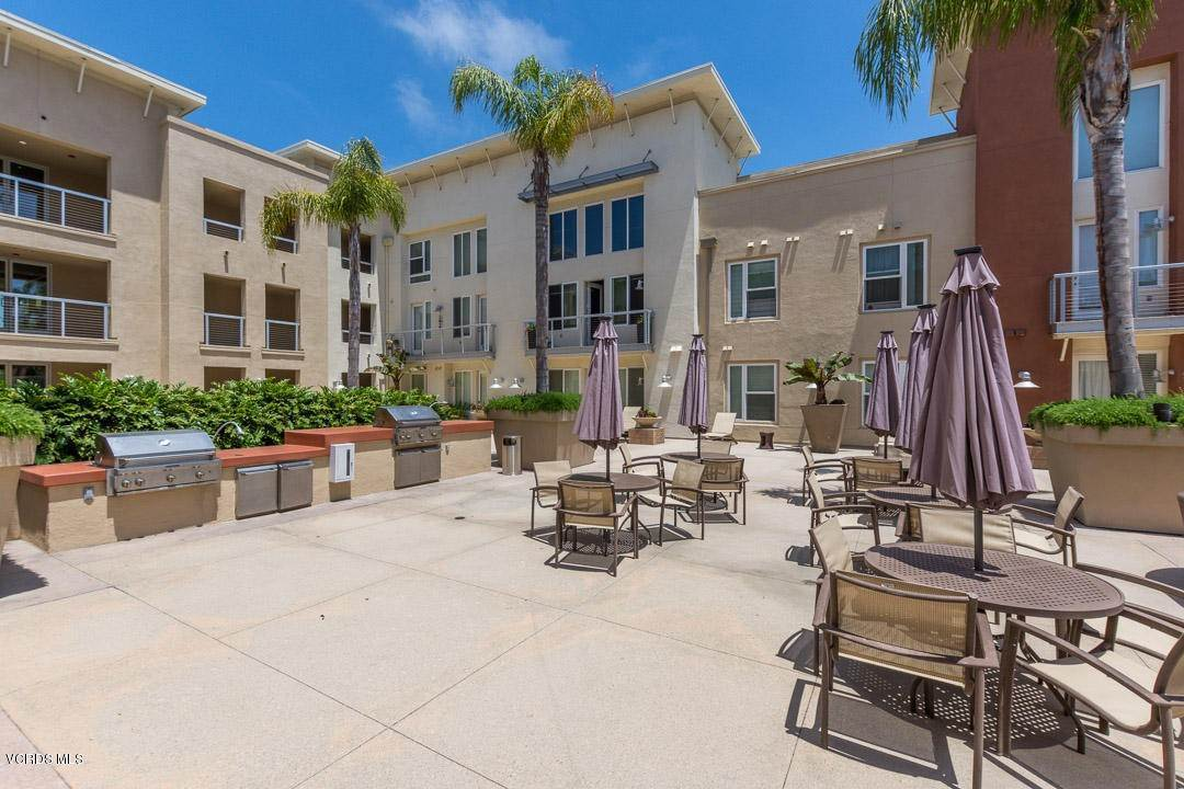 28. Condominiums for Sale at 1901 South Victoria Avenue #201 1901 South Victoria Avenue Oxnard, California 93035 United States