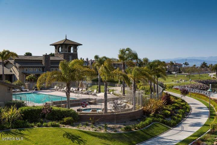 41. Condominiums for Sale at 1901 South Victoria Avenue #201 1901 South Victoria Avenue Oxnard, California 93035 United States